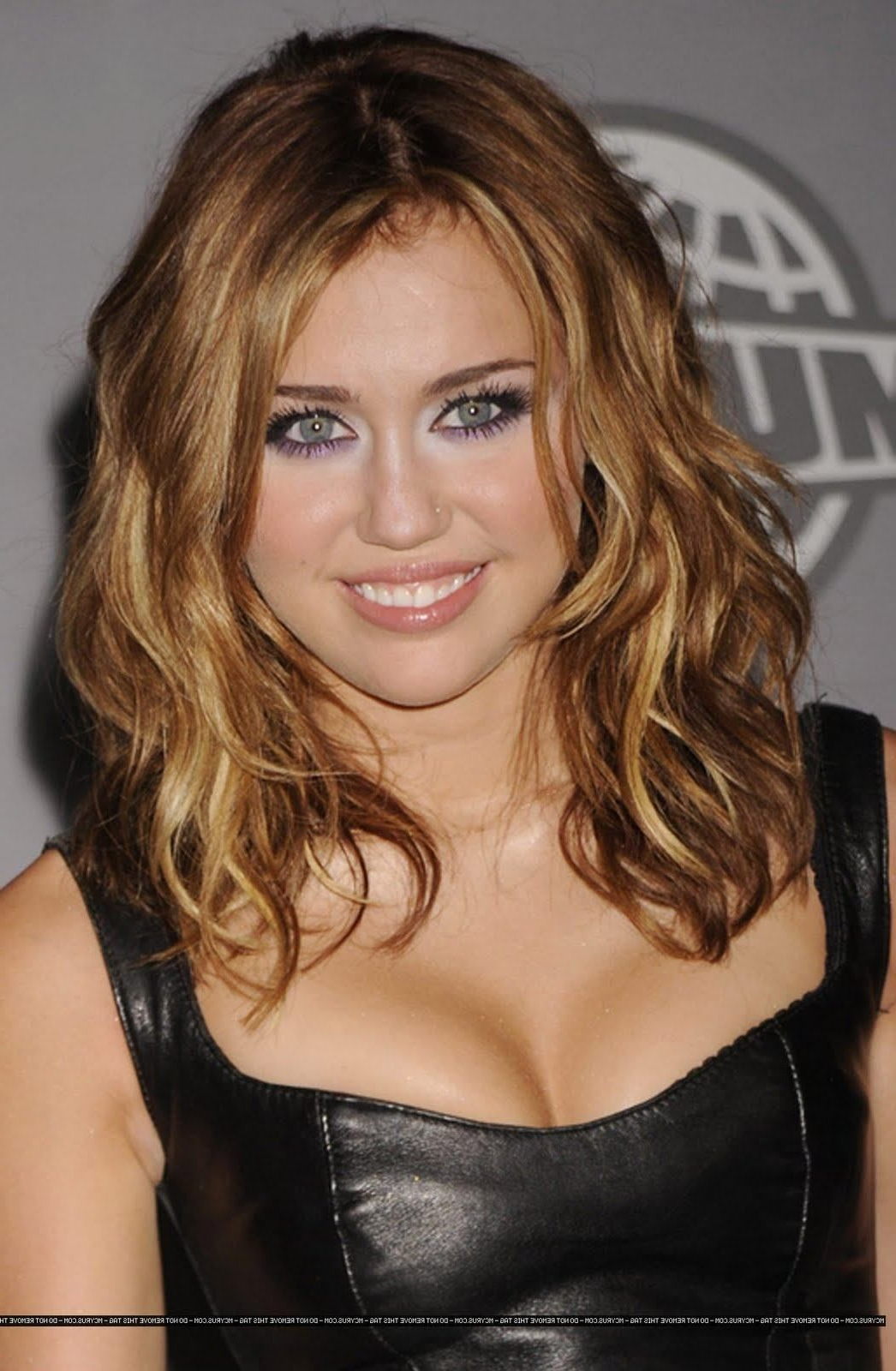 Miley Cyrus Medium Hair Miley Cyrus Hairstyles – Miley Cyrus Pertaining To Favorite Miley Cyrus Medium Hairstyles (View 11 of 20)