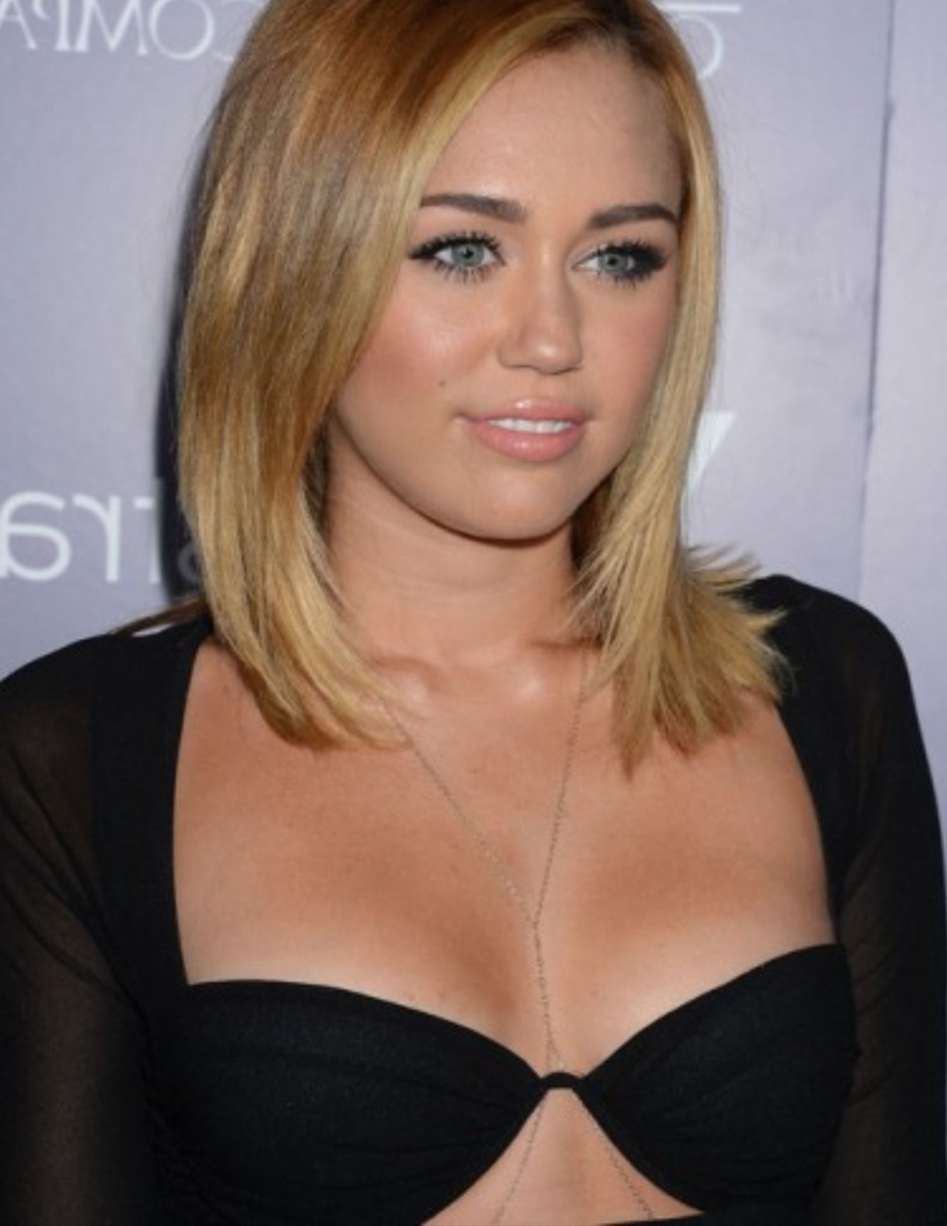 Miley Cyrus Mid Length Hair (View 12 of 20)