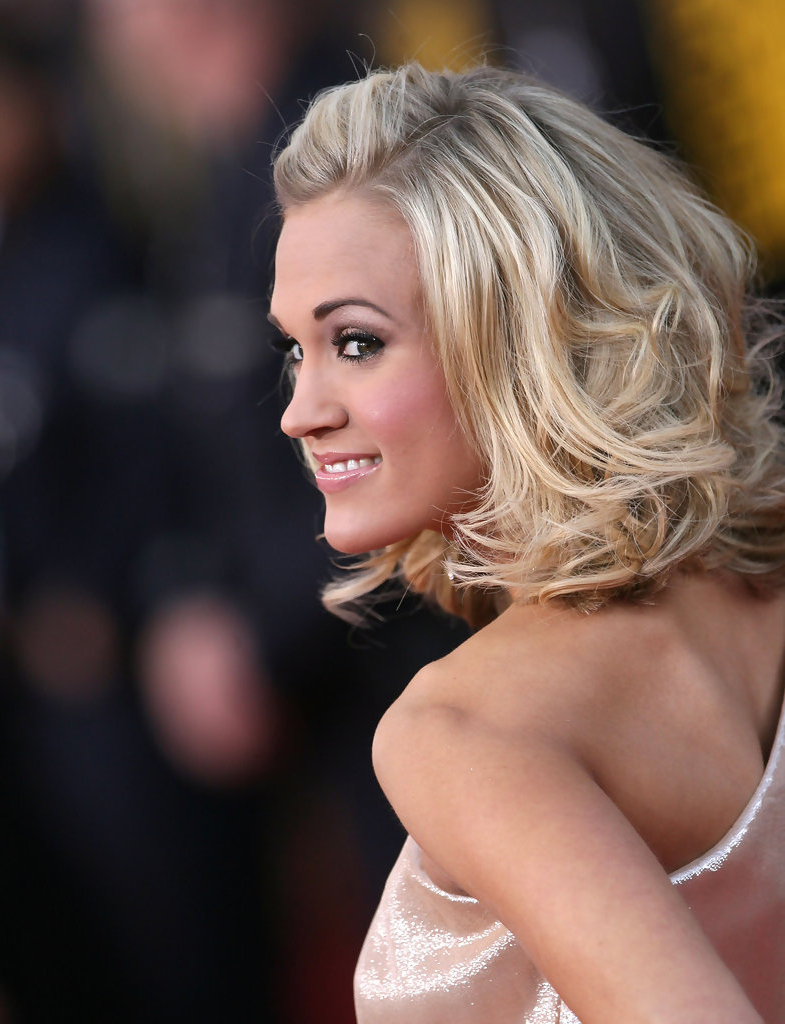 More Pics Of Carrie Underwood Medium Wavy Cut (1 Of 7) – Shoulder Within Preferred Carrie Underwood Medium Haircuts (View 13 of 20)