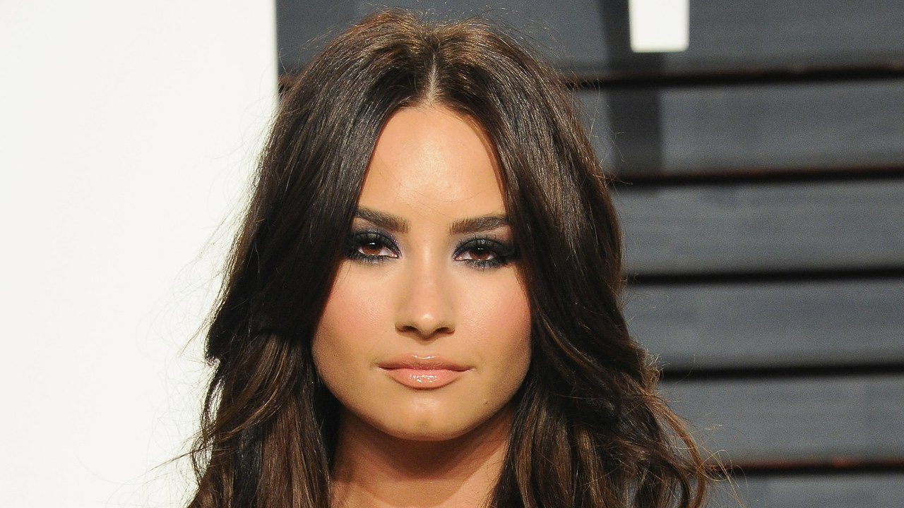 Most Current Demi Lovato Medium Haircuts Throughout Demi Lovato Wears Much Shorter Hair To Kids' Choice Awards – Allure (View 12 of 20)