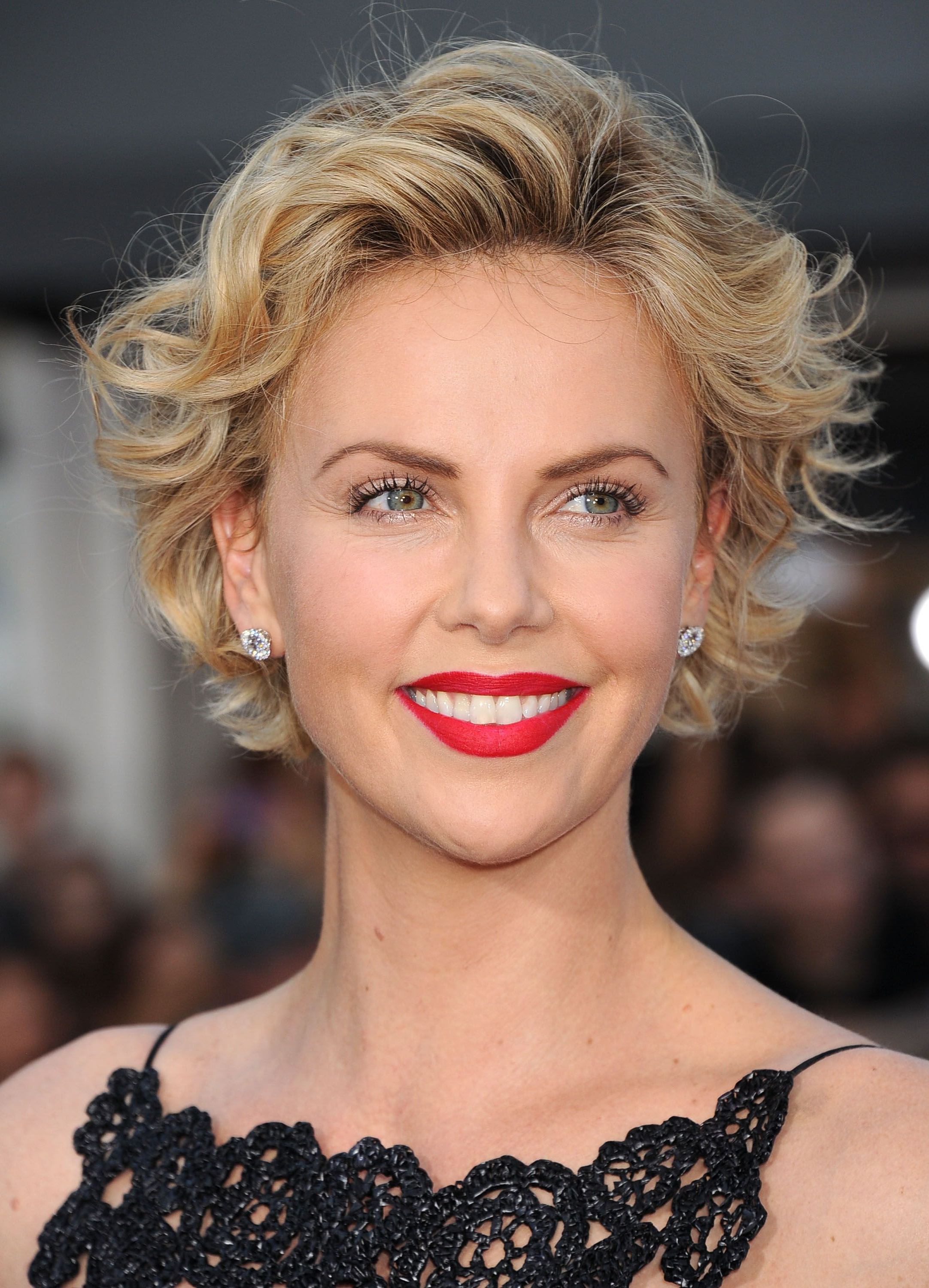 Most Popular Charlize Theron Medium Haircuts In Curly Hairstyles 2019 – 40+ Styles For Every Type Of Curl (View 16 of 20)