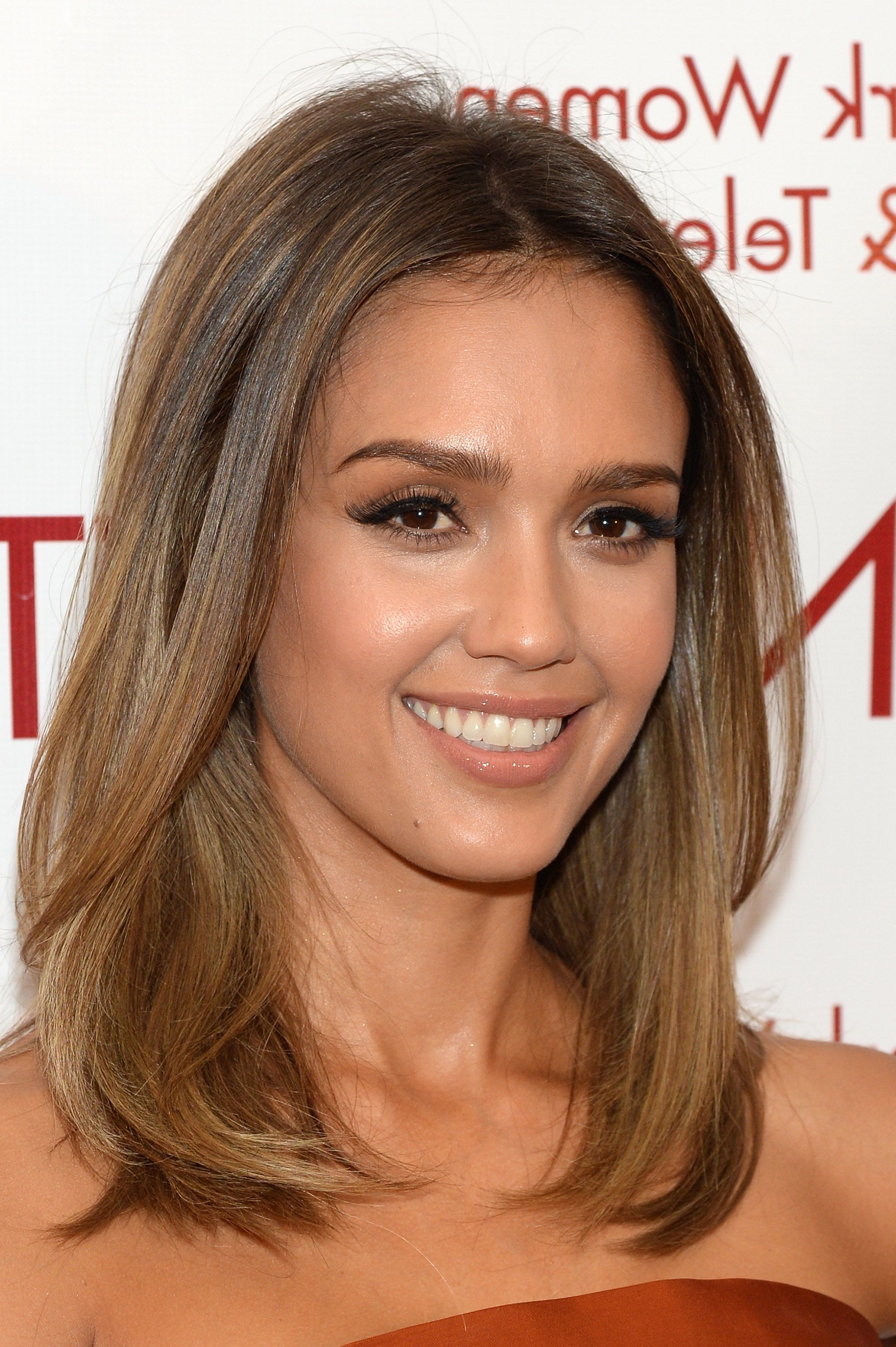 Featured Photo of Jessica Alba Medium Hairstyles