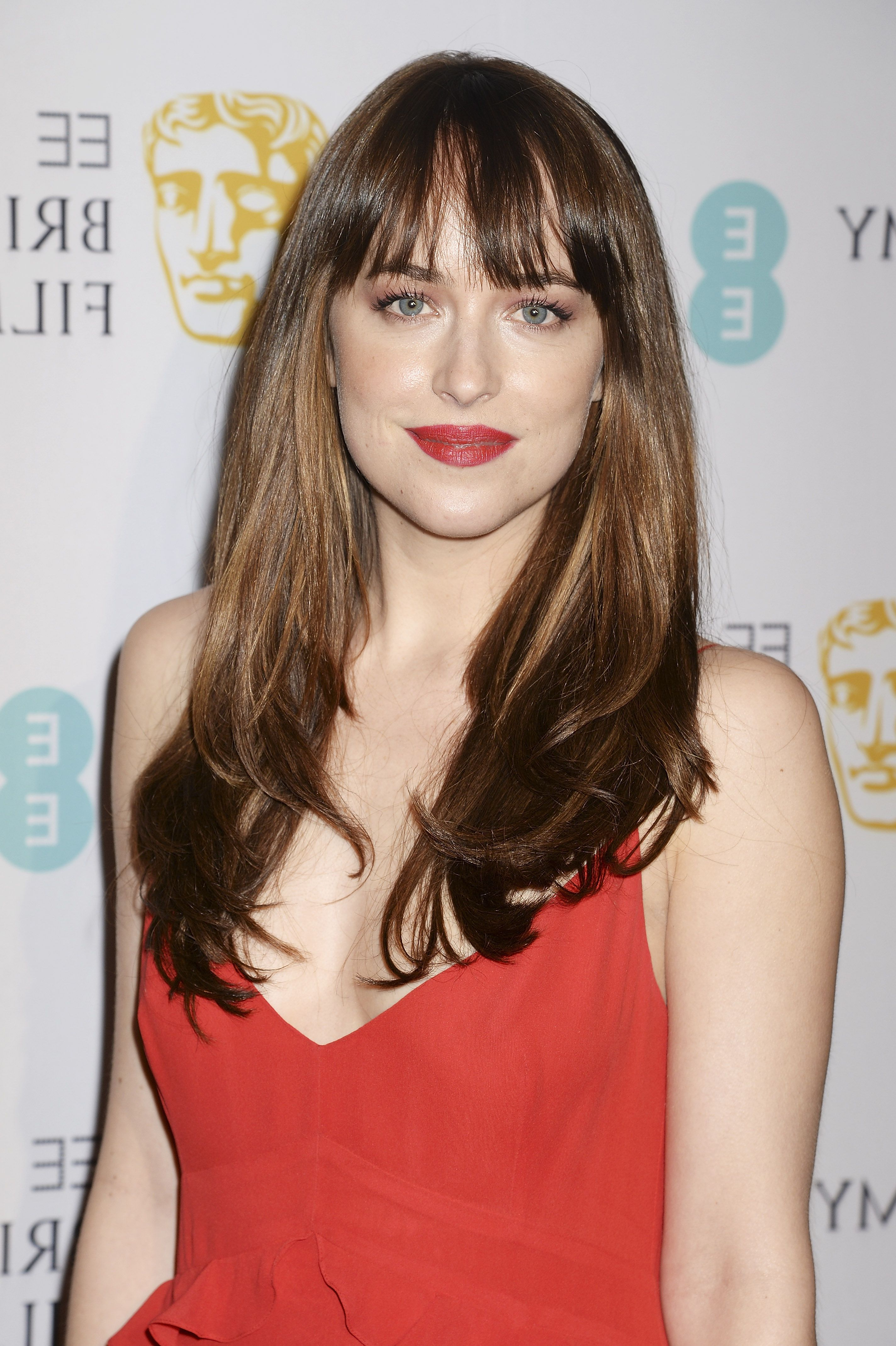 Most Popular Medium Haircuts With Fringe Bangs Throughout 112 Hairstyles With Bangs You'll Want To Copy – Celebrity Haircuts (View 11 of 20)