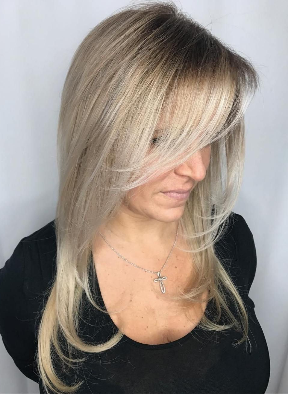 Most Popular Platinum Layered Side Part Hairstyles Inside Tips 40 Year Old Women Should Keep In Mind When Choosing Hairstyles (View 8 of 20)