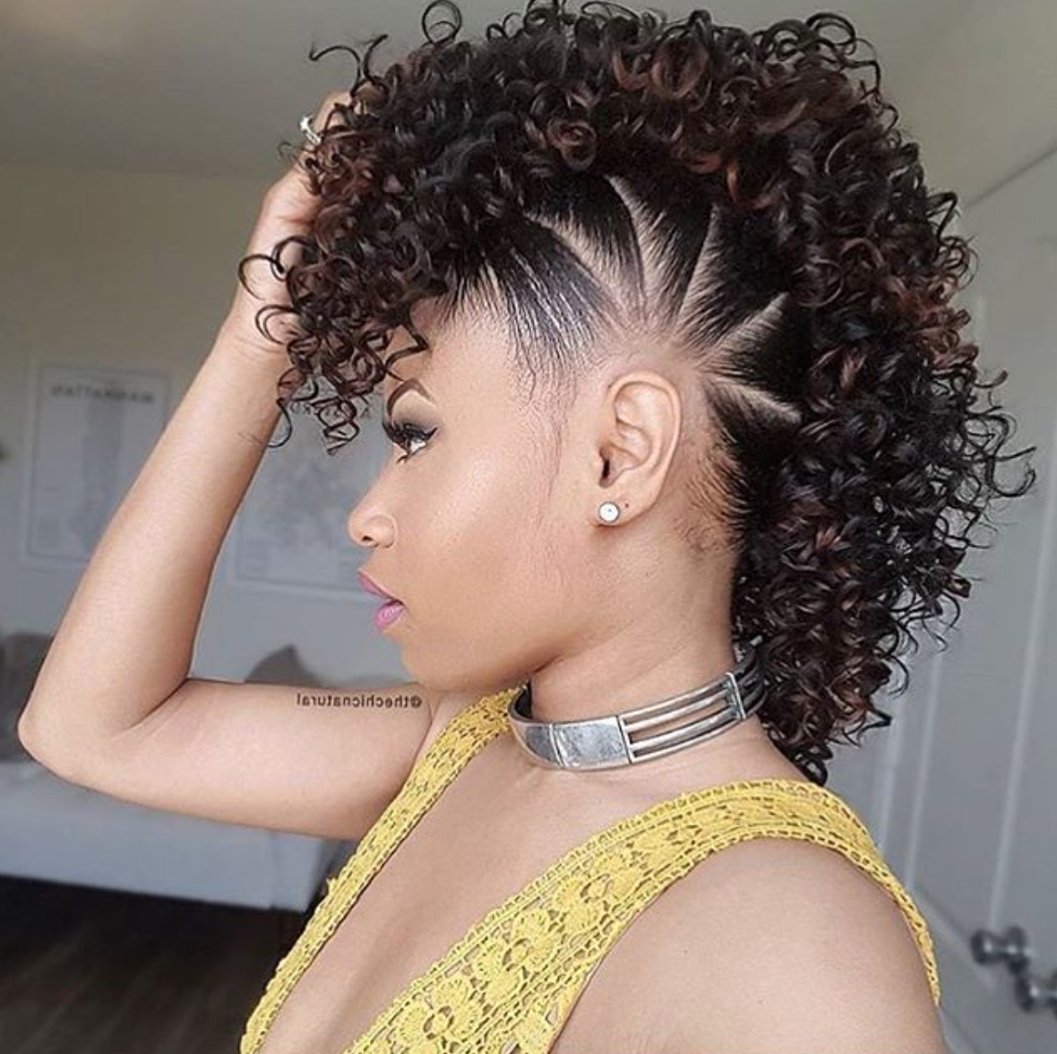 Most Popular Retro Curls Mohawk Hairstyles With Super Cute Fauxhawk @thechicnatural – Black Hair Information (View 8 of 20)