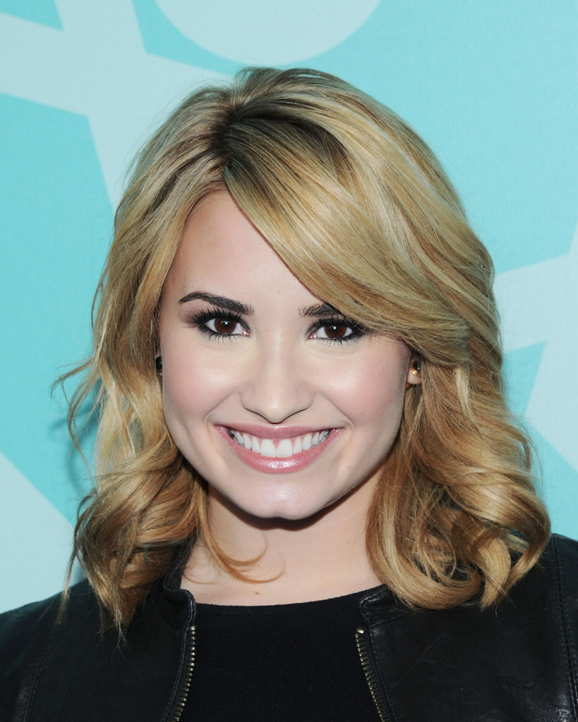 Most Recent Demi Lovato Medium Hairstyles Within More Pics Of Demi Lovato Medium Curls (6 Of 9) – Shoulder Length (View 11 of 20)