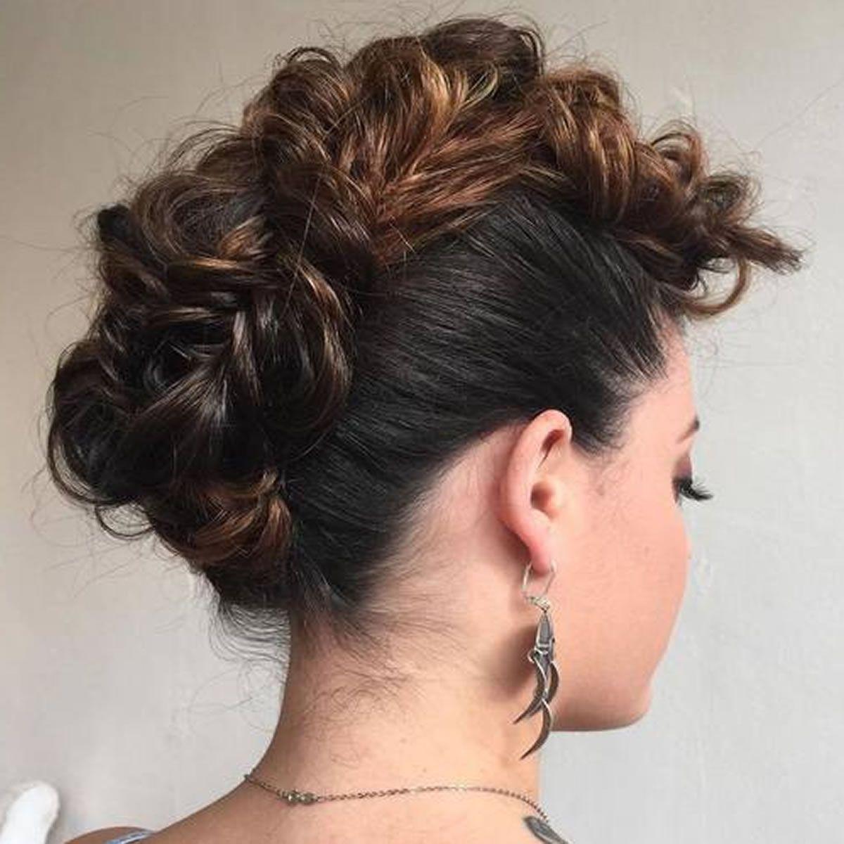 Most Recent Glamorous Mohawk Updo Hairstyles In 30 Glamorous Geflochtene Mohawk Frisuren Für Mädchen Und Frauen (View 3 of 20)
