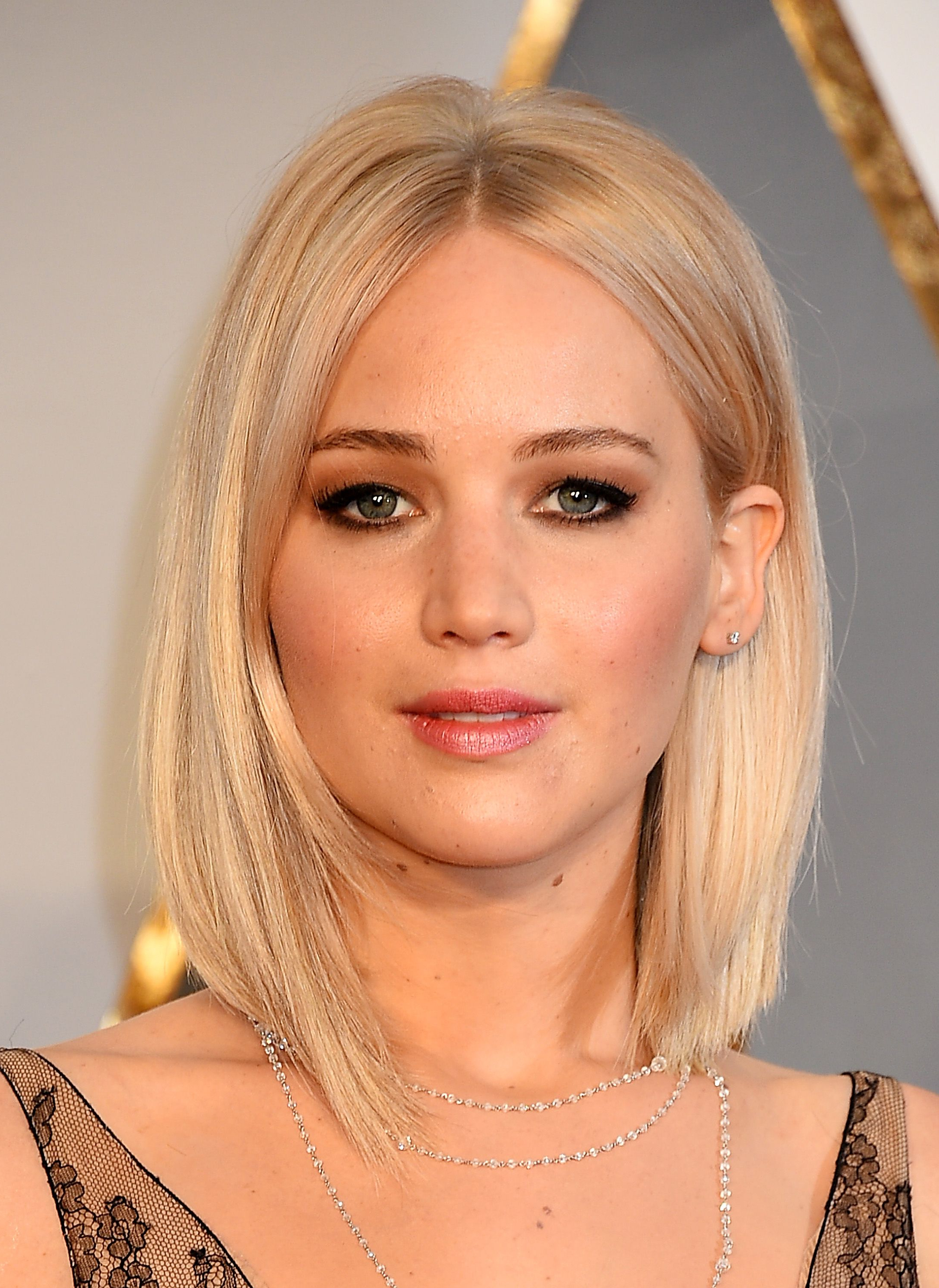 Most Recent Jennifer Lawrence Medium Haircuts In 31 Coiffures Que L'on A Envie De Piquer À Jennifer Lawrence (View 13 of 20)