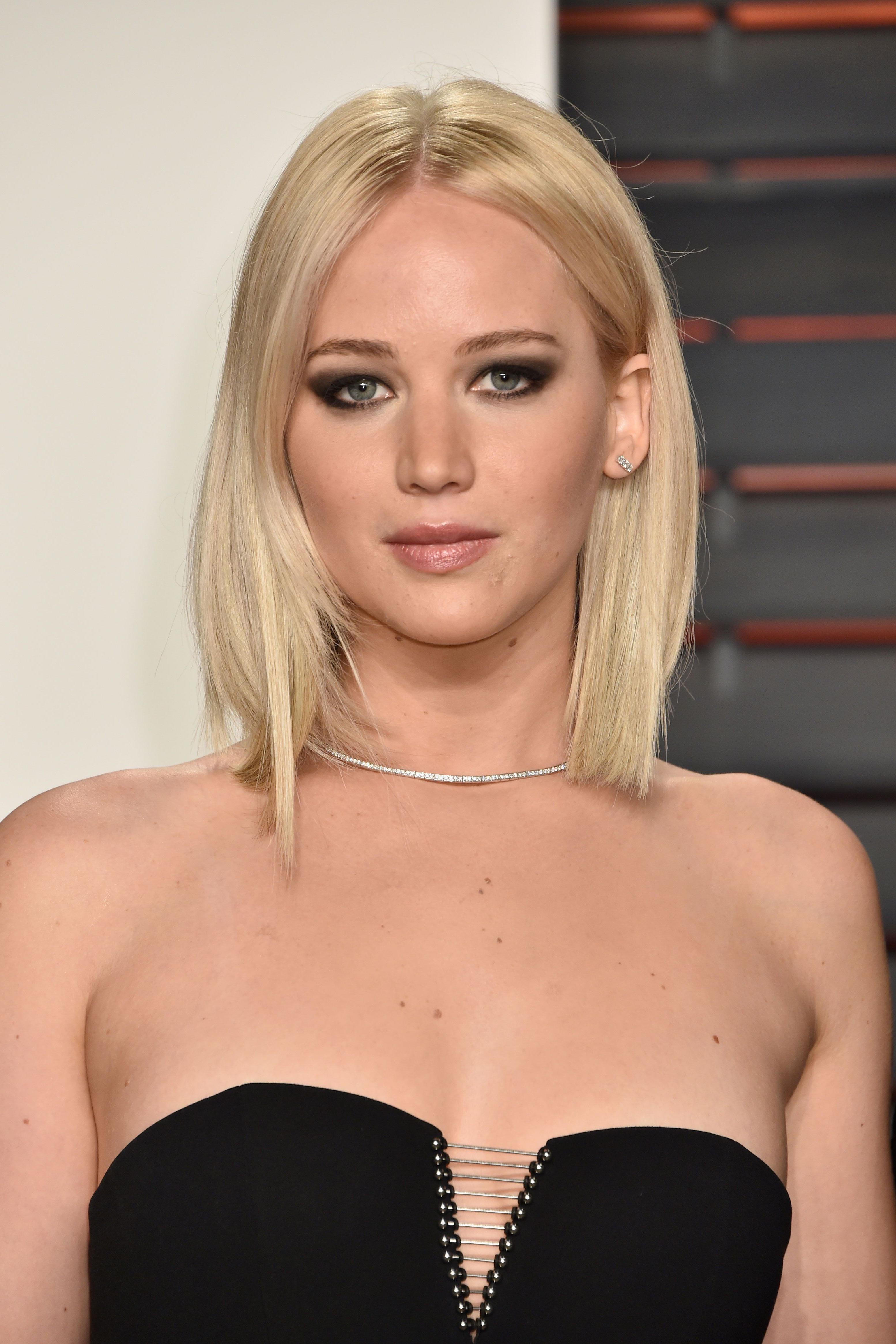 Most Recent Jennifer Lawrence Medium Haircuts Inside 45 Hairstyles For Round Faces – Best Haircuts For Round Face Shape (View 14 of 20)