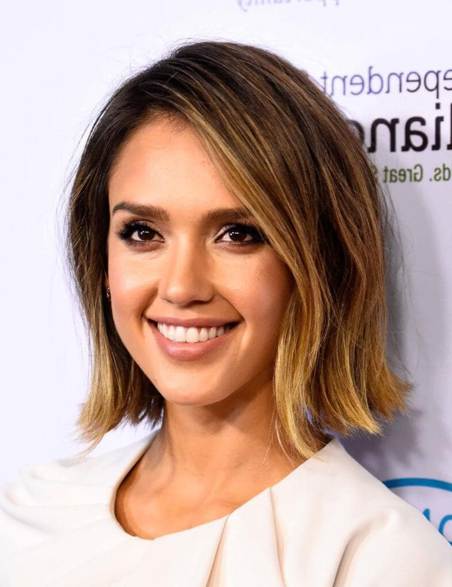 Most Recent Jessica Alba Medium Haircuts Within Stunning Inspirational Ombre Wavy Hair For Your Style Hairstyle (View 15 of 20)