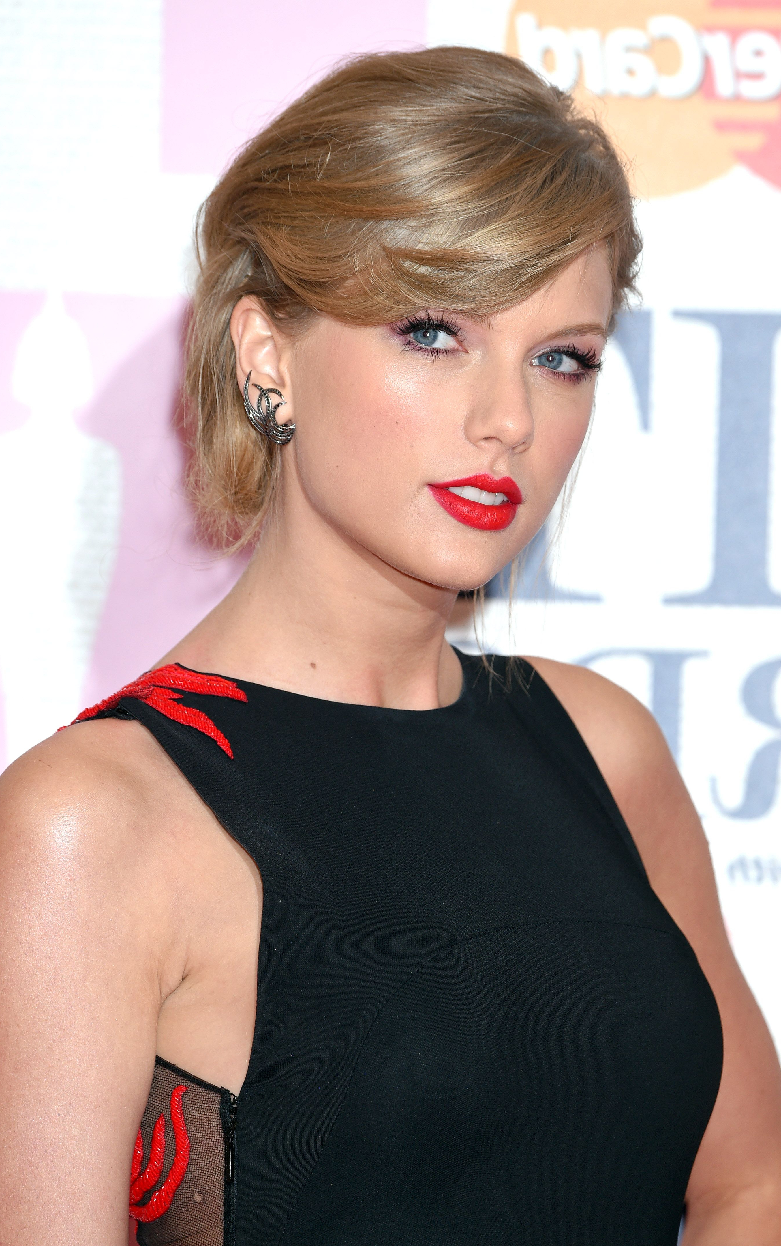 Most Recent Medium Hairstyles Side Fringe Throughout 19 Side Fringe Hairstyles For 2019 – Celebrity Inspiration (View 13 of 20)