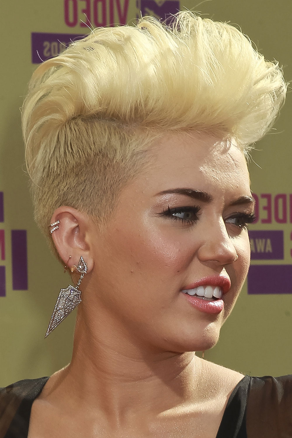 Most Recently Released Bleached Mohawk Hairstyles Intended For Sleek Mohawk Hairstyle Miley Cyrus (View 10 of 20)