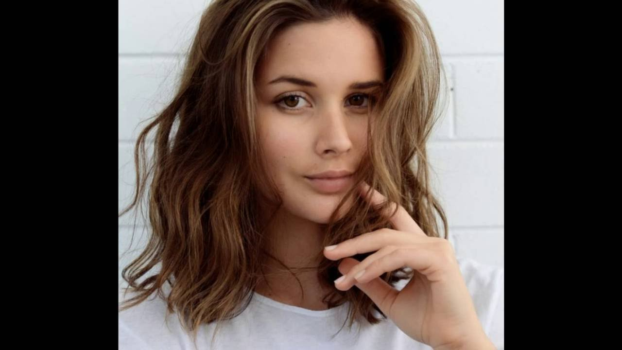 Most Recently Released Layered Medium Haircuts With Side Bangs Pertaining To Shoulder Length Hairstyles With Side Bangs । Hairstyles For (View 14 of 20)