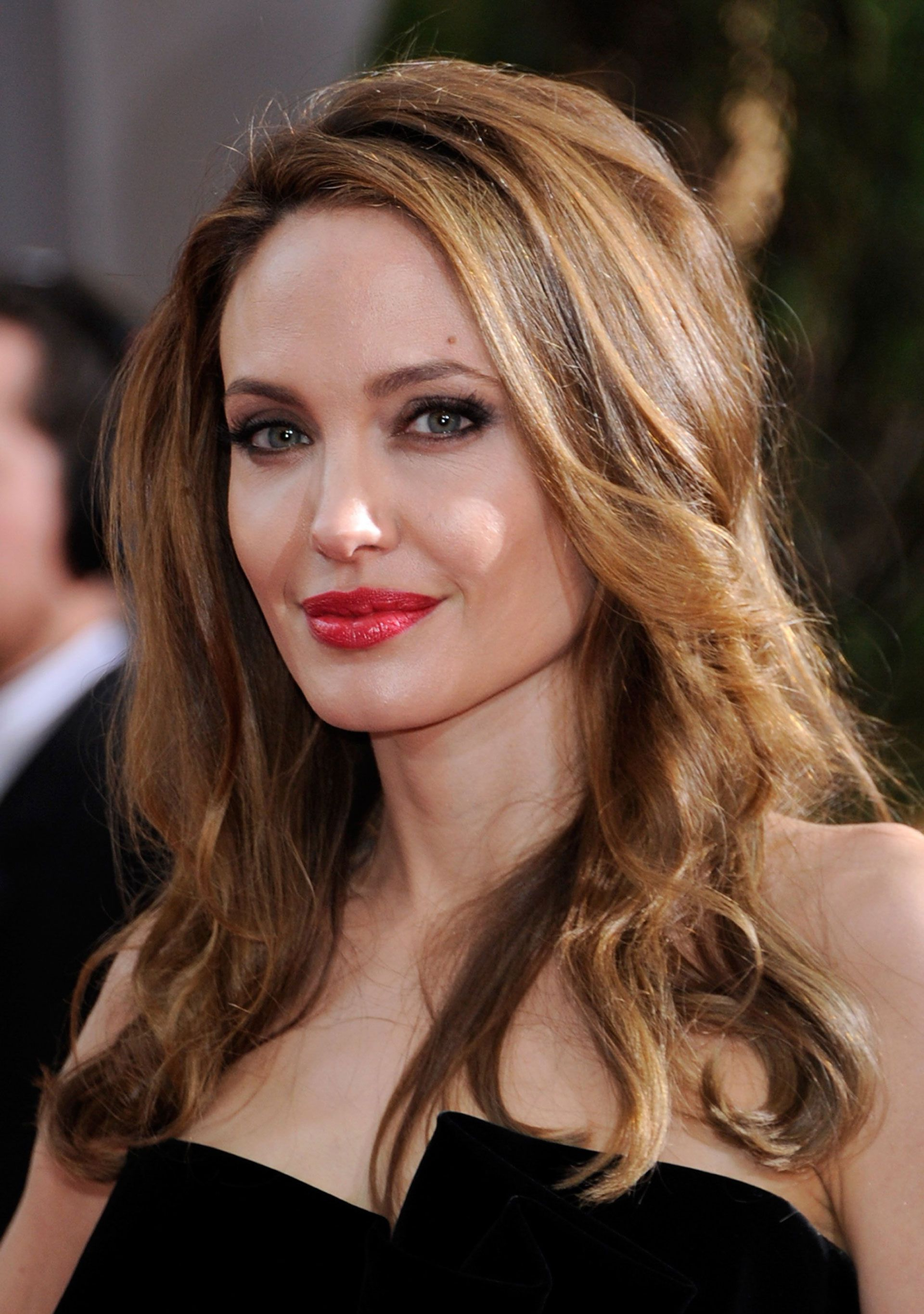 Most Up To Date Angelina Jolie Medium Hairstyles With 50 Best Date Hairstyles – 50 Knockout Date Night Hair Ideas (View 12 of 20)