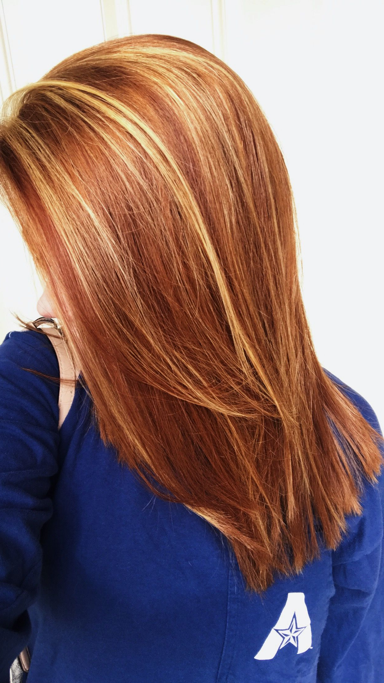 Natural Red Hair With Auburn Lowlights Blonde Highlights Medium Regarding Well Liked Medium Hairstyles With Red Highlights (View 3 of 20)