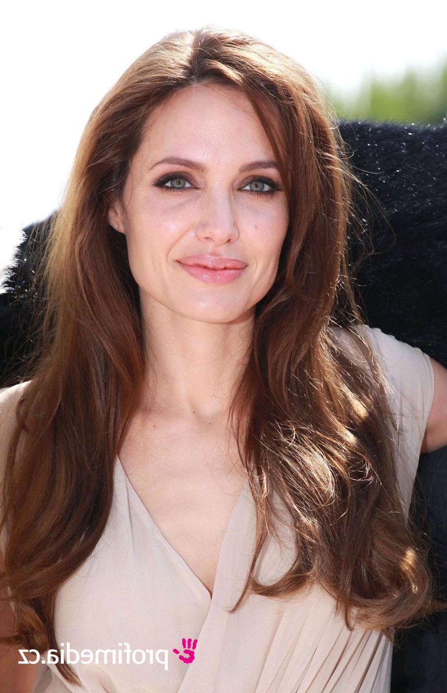 Newest Angelina Jolie Medium Hairstyles Intended For Angelina Jolie – – Hairstyle – Easyhairstyler (View 16 of 20)