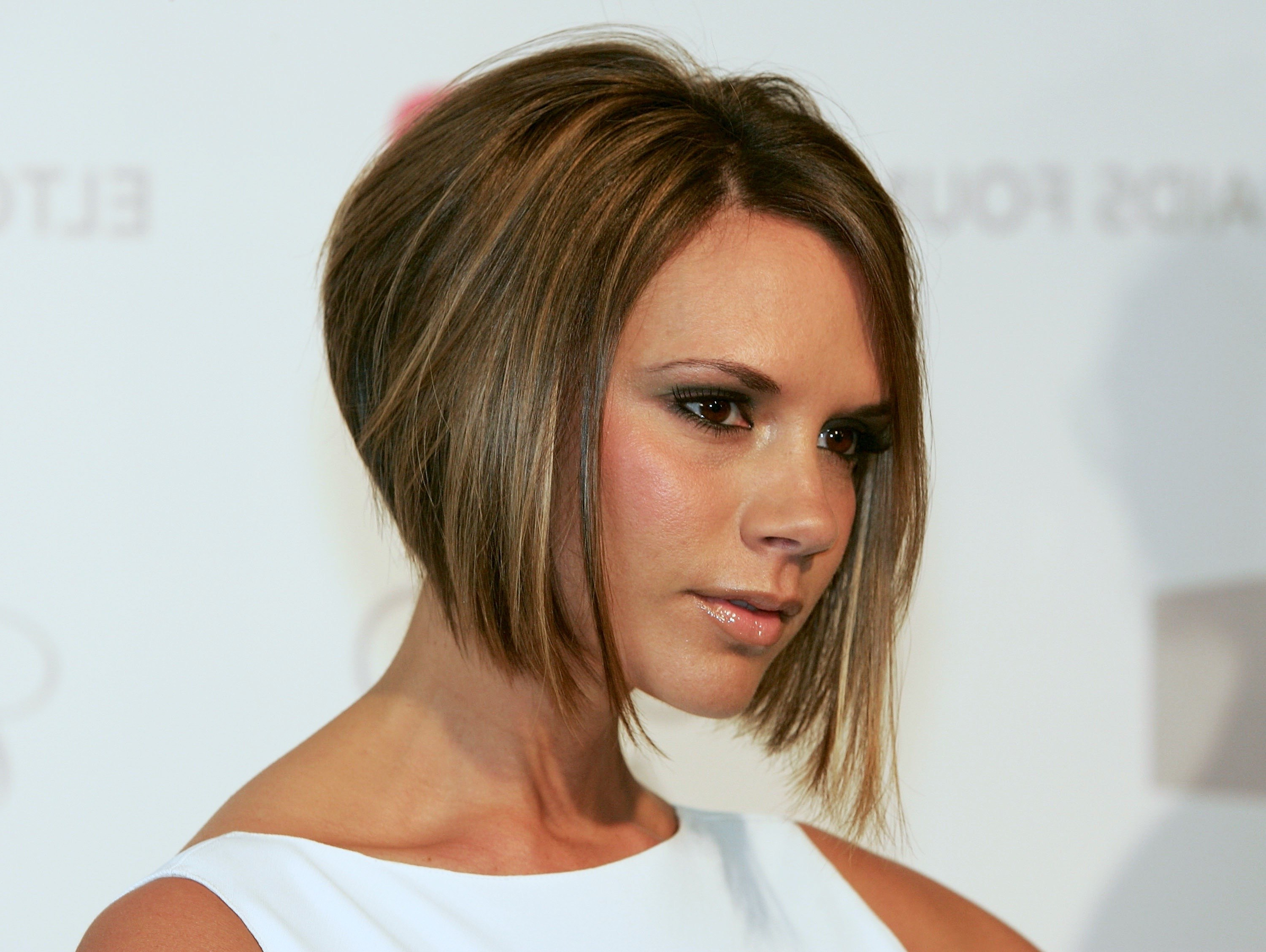 Ok Hairstyles Within 2018 Victoria Beckham Medium Haircuts (Gallery 20 of 20)