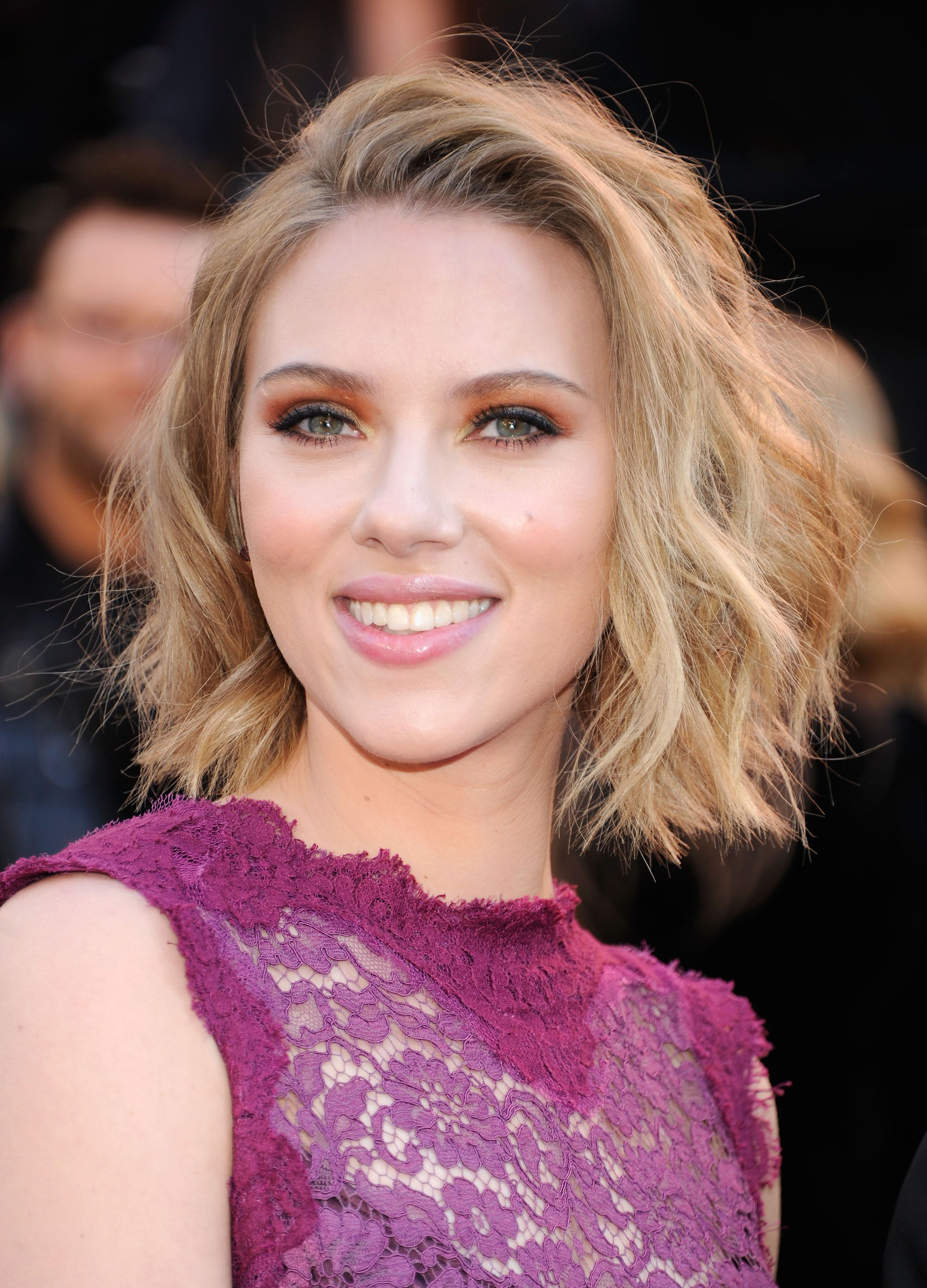 Featured Photo of Scarlett Johansson Medium Haircuts