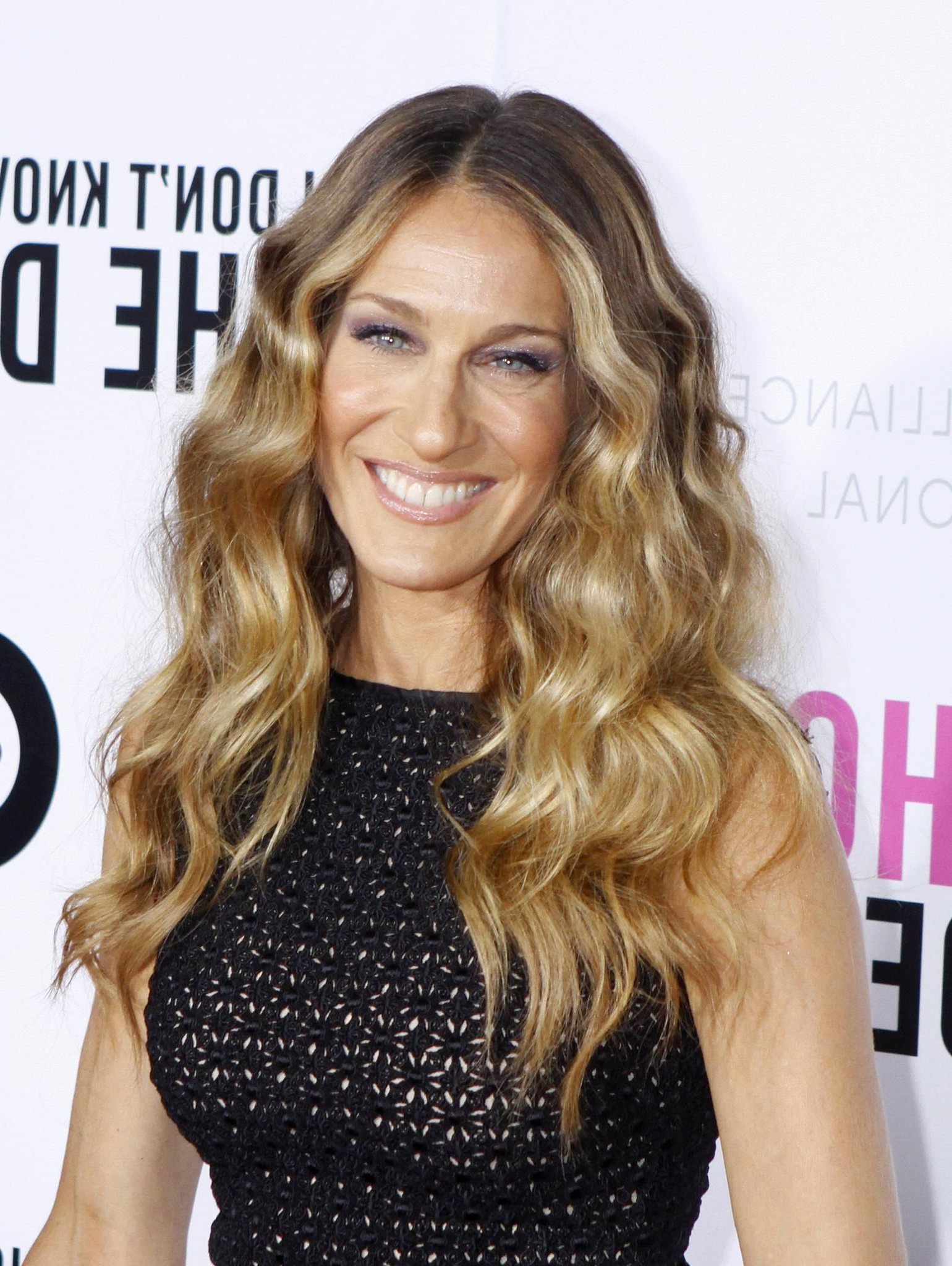 Popular Carrie Bradshaw Medium Hairstyles Within Sarah Jessica Parker Color Hair (View 18 of 20)