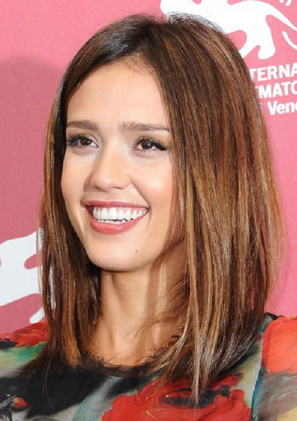 Popular Jessica Alba Medium Hairstyles Within Long Bob Hairstyles – Hot New Bob Hairstyle Ideas : Jessica Alba (View 16 of 20)