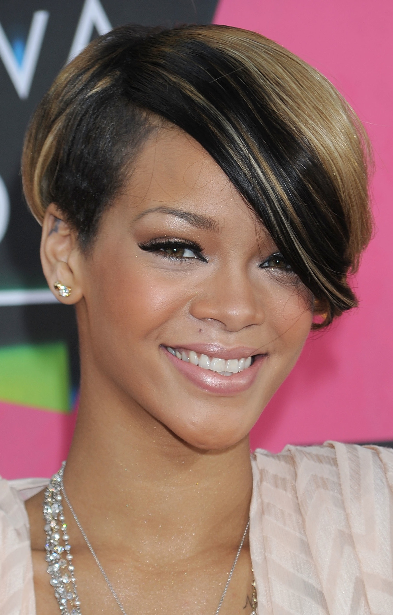 Popular Medium Haircuts For Black Women With Round Faces Throughout Trendy Short Hairstyles For Black Women – Hairstyle For Women & Man (View 15 of 20)