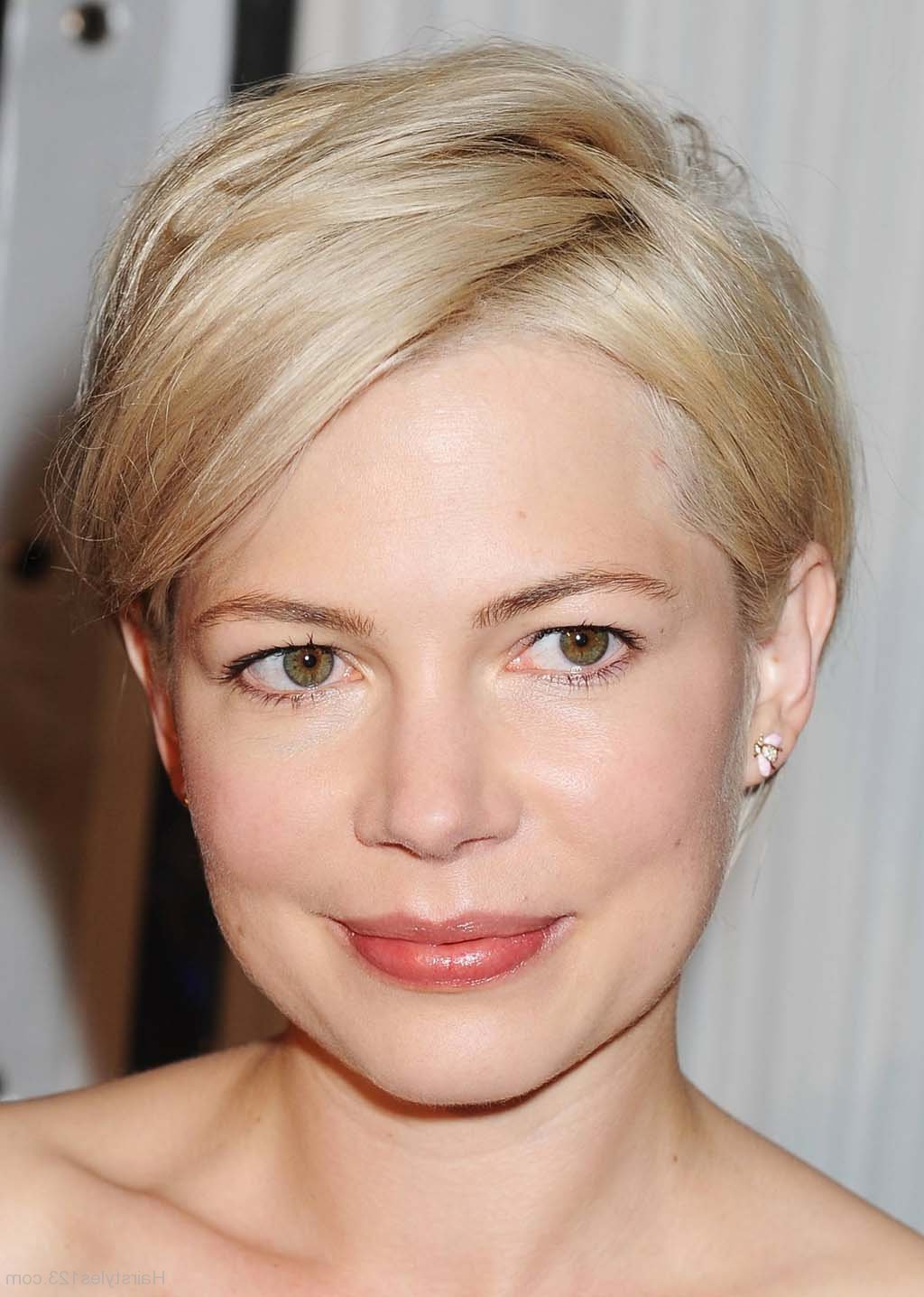 Popular Medium Haircuts To Make You Look Younger With Short To Medium Hairstyles (View 16 of 20)
