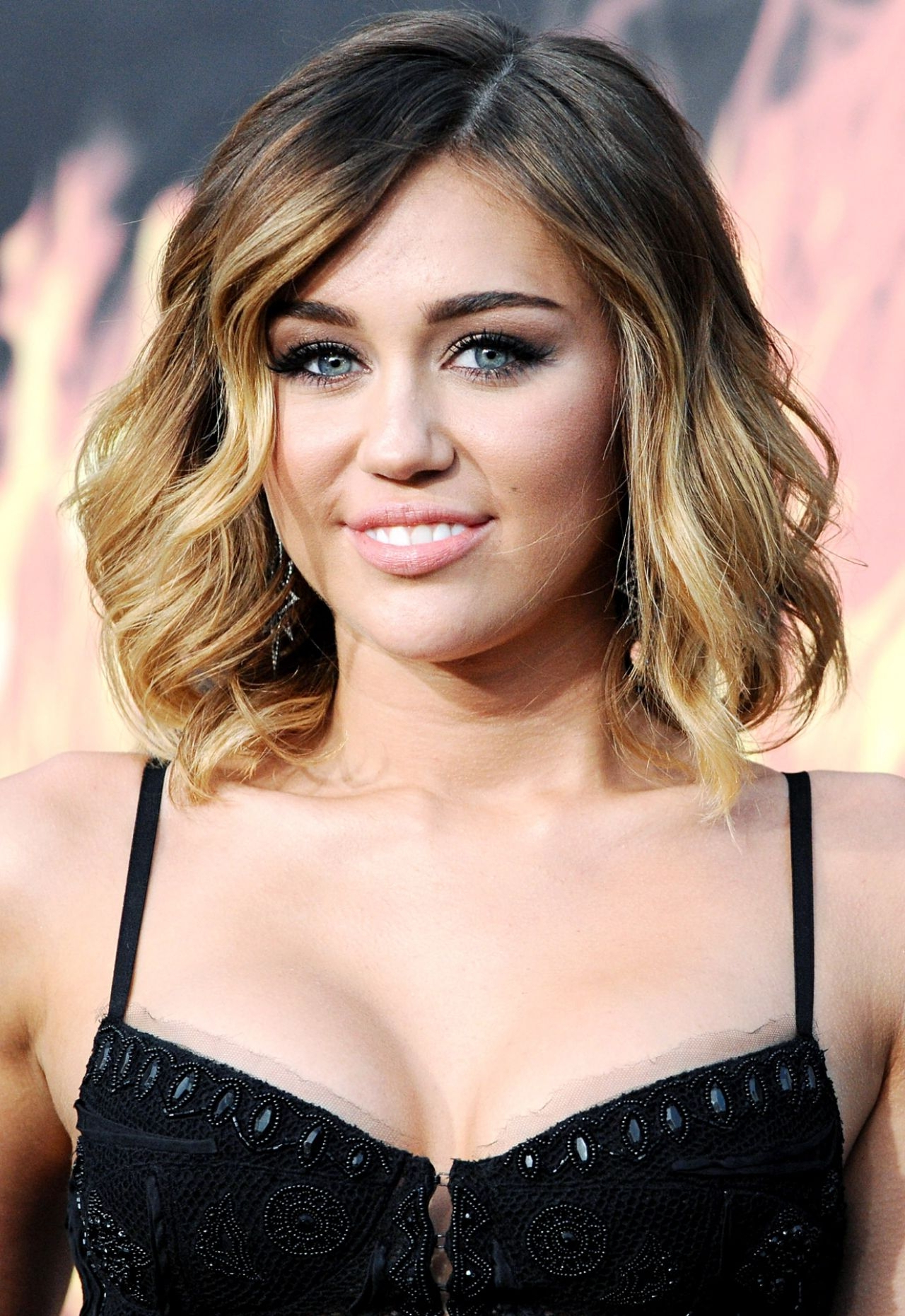 Popular Miley Cyrus Medium Haircuts With Miley Cyrus Medium Hair Miley Cyrus Hairstyles – Miley Cyrus (View 17 of 20)