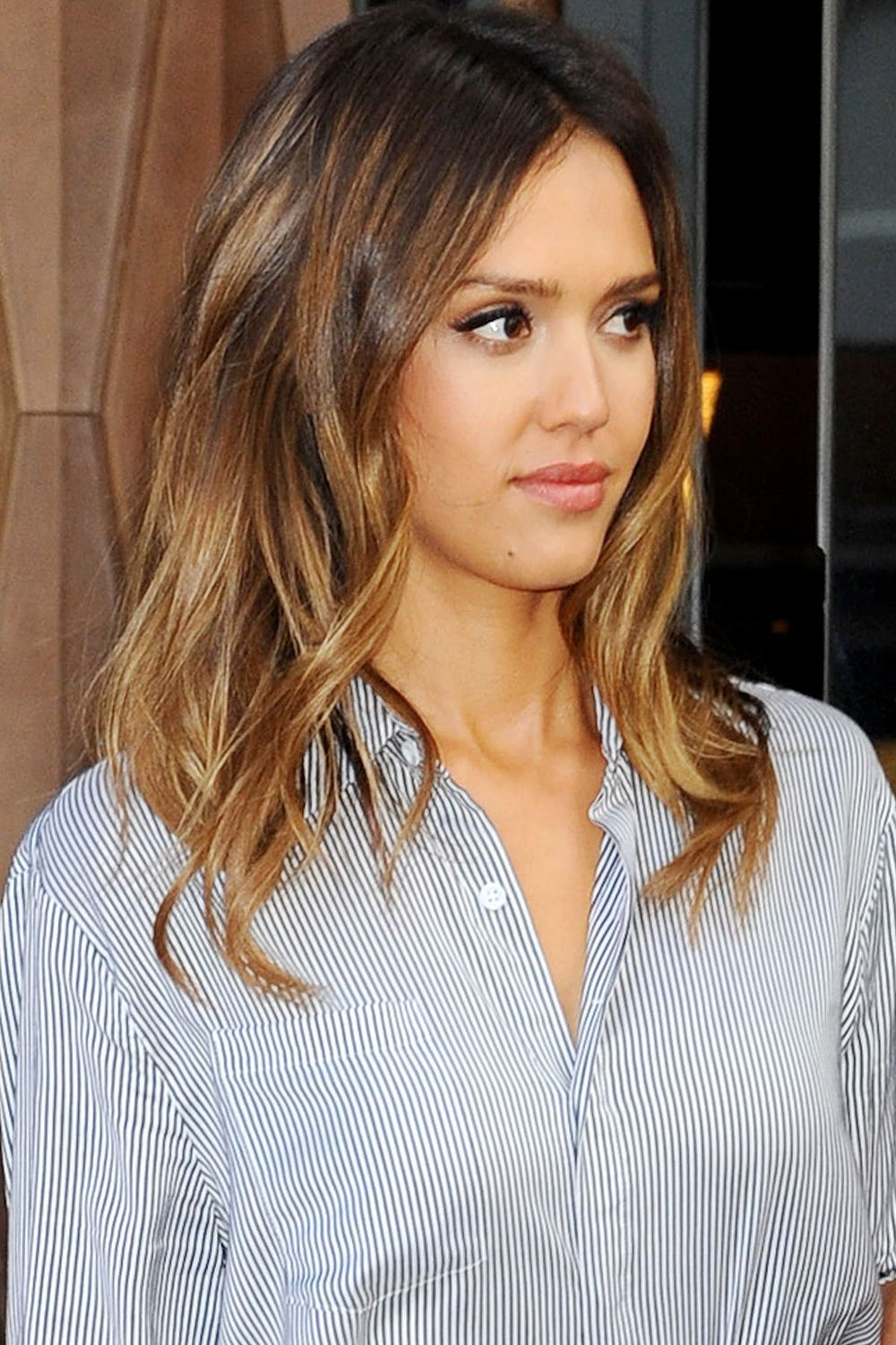Featured Photo of Jessica Alba Medium Haircuts