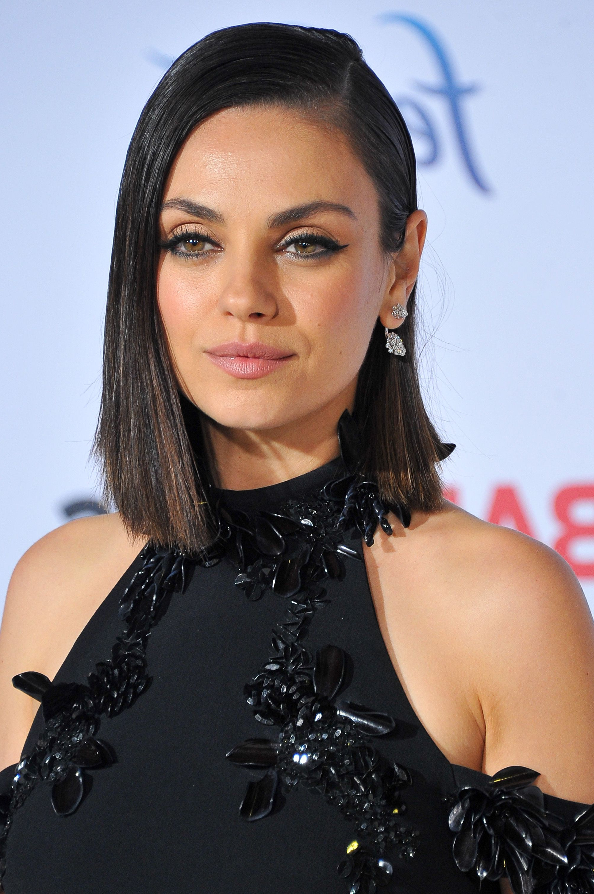 Preferred Mila Kunis Medium Hairstyles In 25 Best Hairstyles For Round Faces In 2019 – Easy Haircut Ideas For (View 18 of 20)