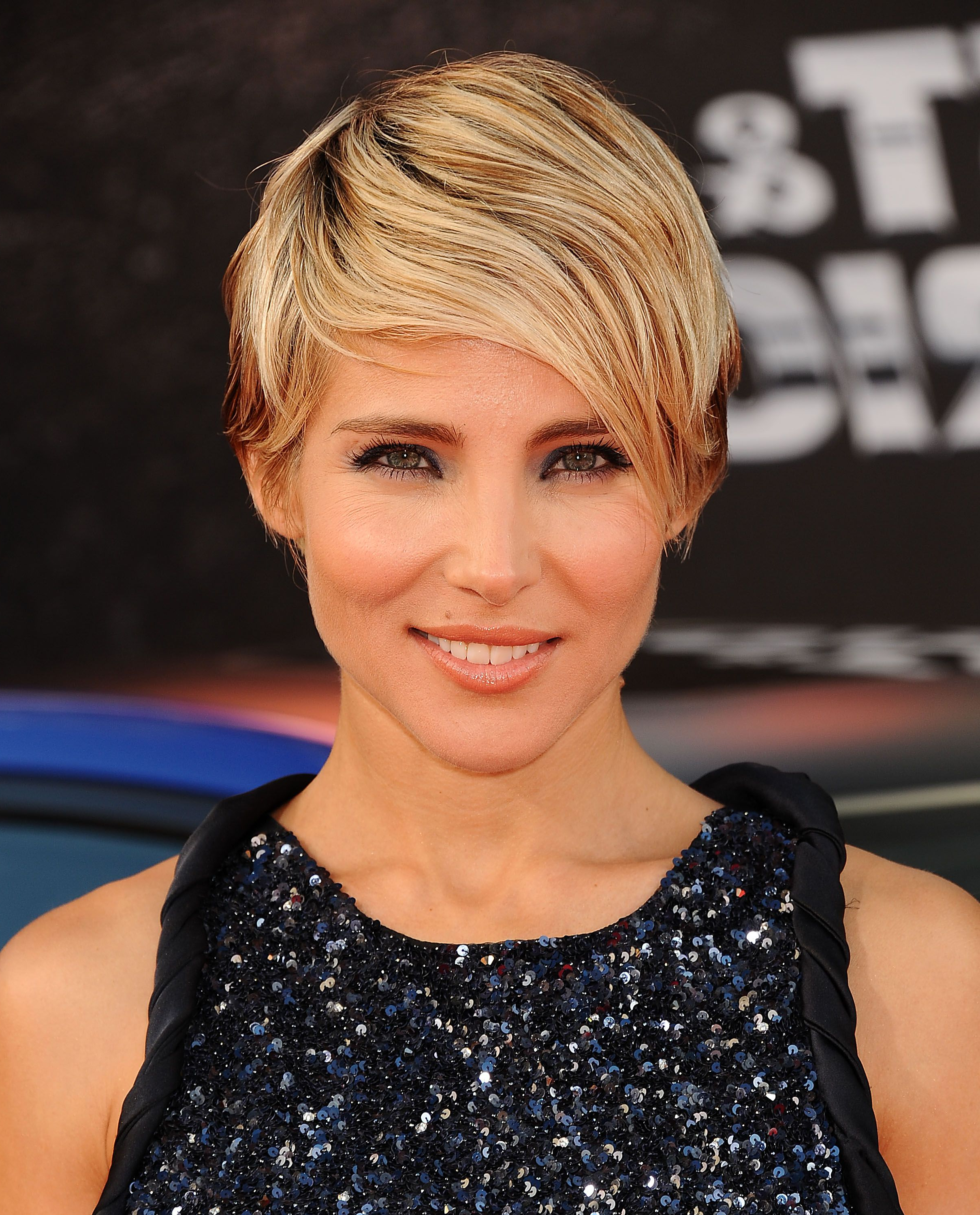 Preferred Scarlett Johansson Medium Hairstyles For 53 Best Pixie Cut Hairstyle Ideas 2018 – Cute Celebrity Pixie Haircuts (View 12 of 20)