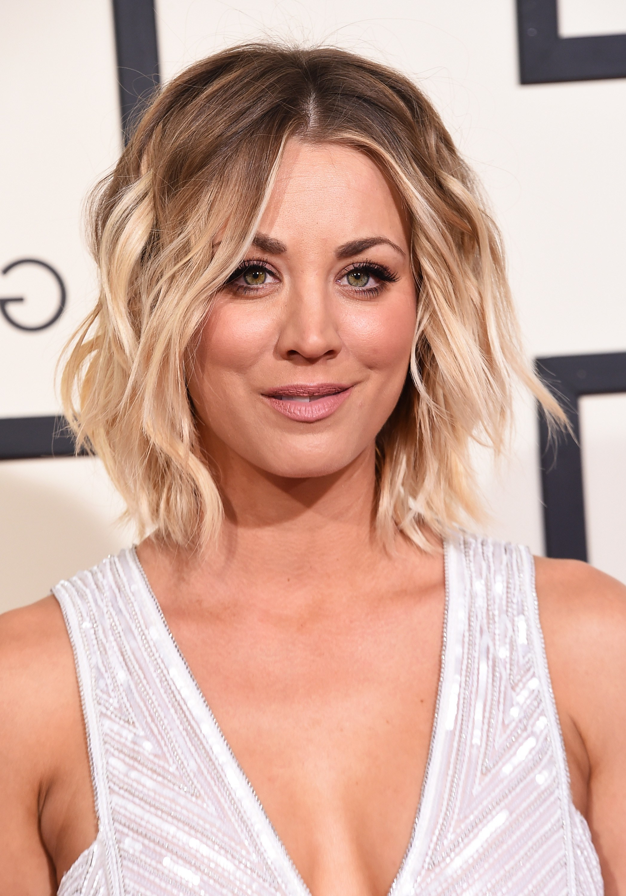 Recent Kaley Cuoco Medium Hairstyles Inside Kaley Cuoco Hair Evolution: See How She Grew Out Her Pixie (Gallery 1 of 20)