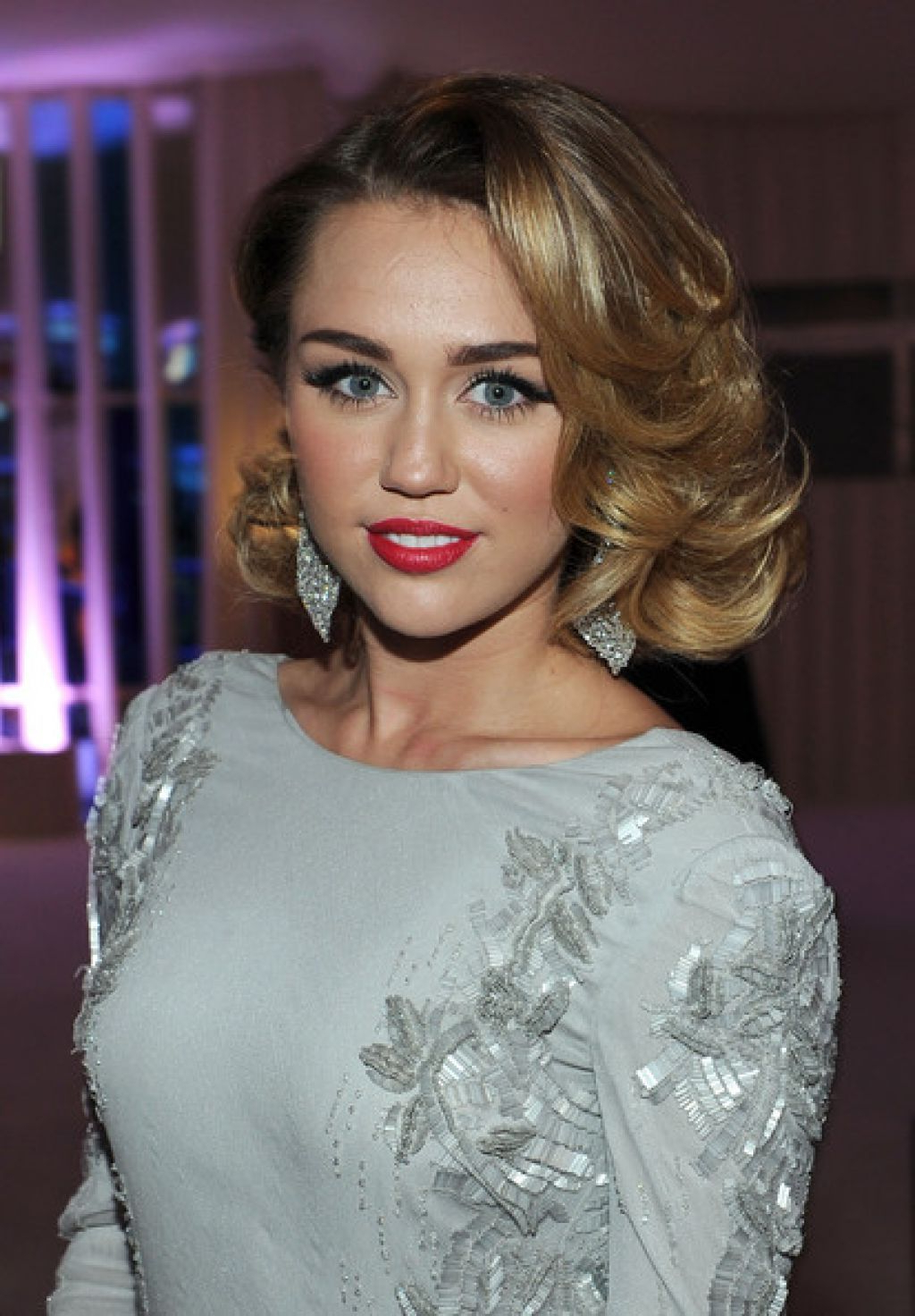Recent Miley Cyrus Medium Hairstyles Pertaining To Miley Cyrus Medium Shoulder Length Hairstyles For Wavy Hair Photo (Gallery 7 of 20)