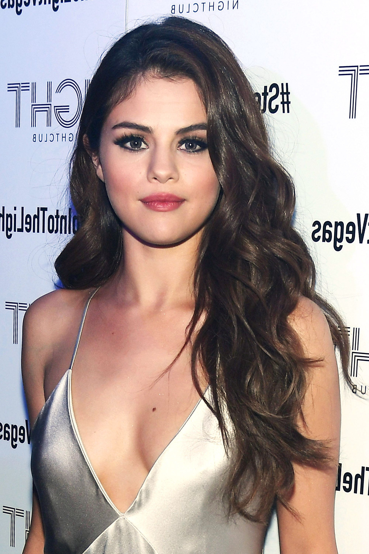 Featured Photo of Selena Gomez Medium Haircuts