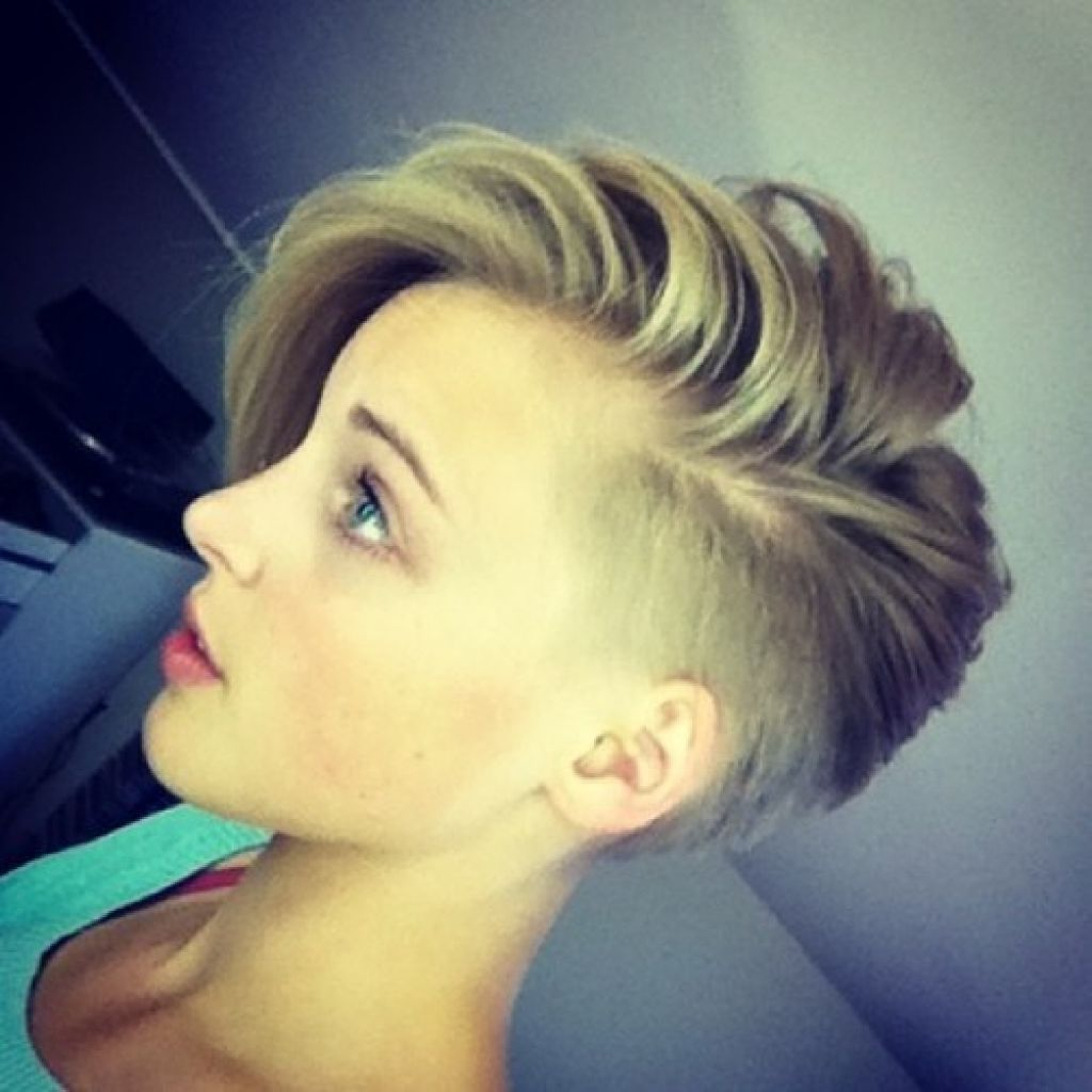 Short In Popular Medium Hairstyles With Shaved Sides For Women (Gallery 20 of 20)