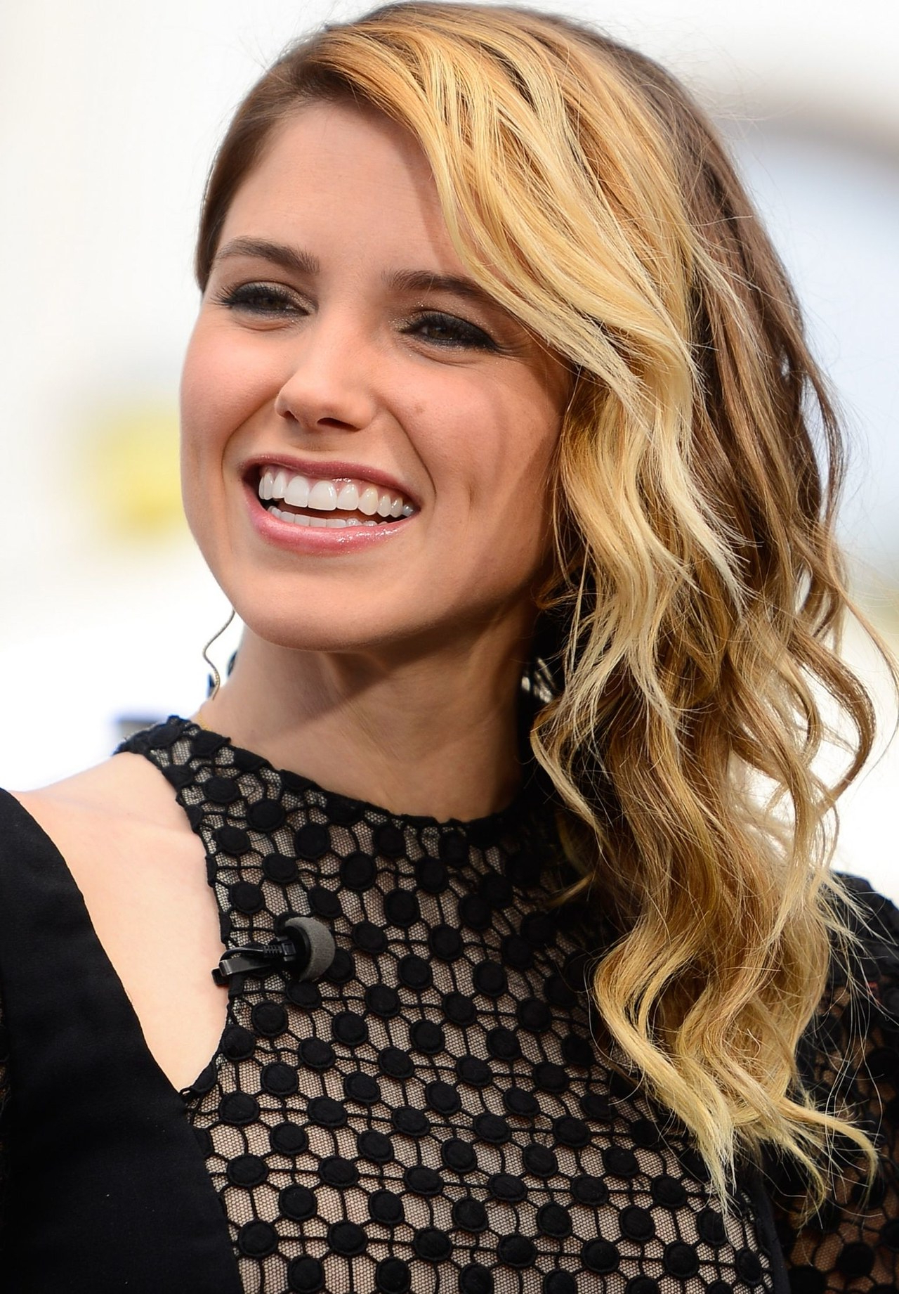 Sophia Bush Hairstyles 2018 – Hair Styles Pertaining To 2017 Sophia Bush Medium Hairstyles (View 15 of 20)