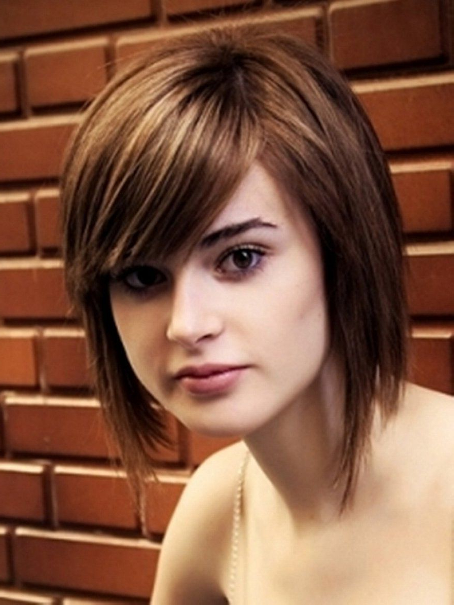 Straight Short Bob Hairstyles With Side Bangs For Round Faces And Inside Trendy Medium Hairstyles With Side Bangs For Round Faces (View 15 of 20)