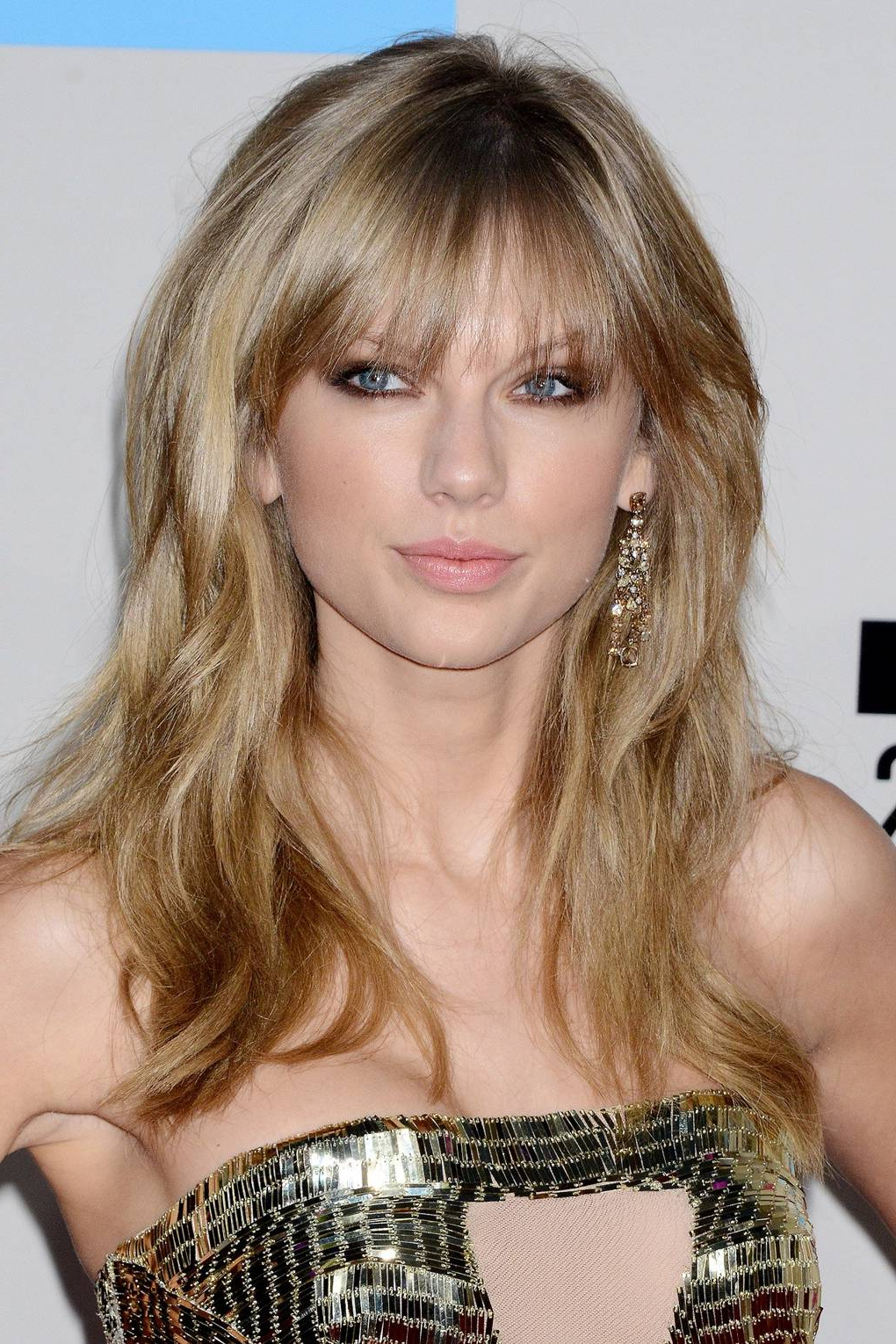 Taylor Swift Hair & Make Up Ideas – Hair Style & Beauty Pictures Inside Well Known Taylor Swift Medium Hairstyles (View 9 of 20)