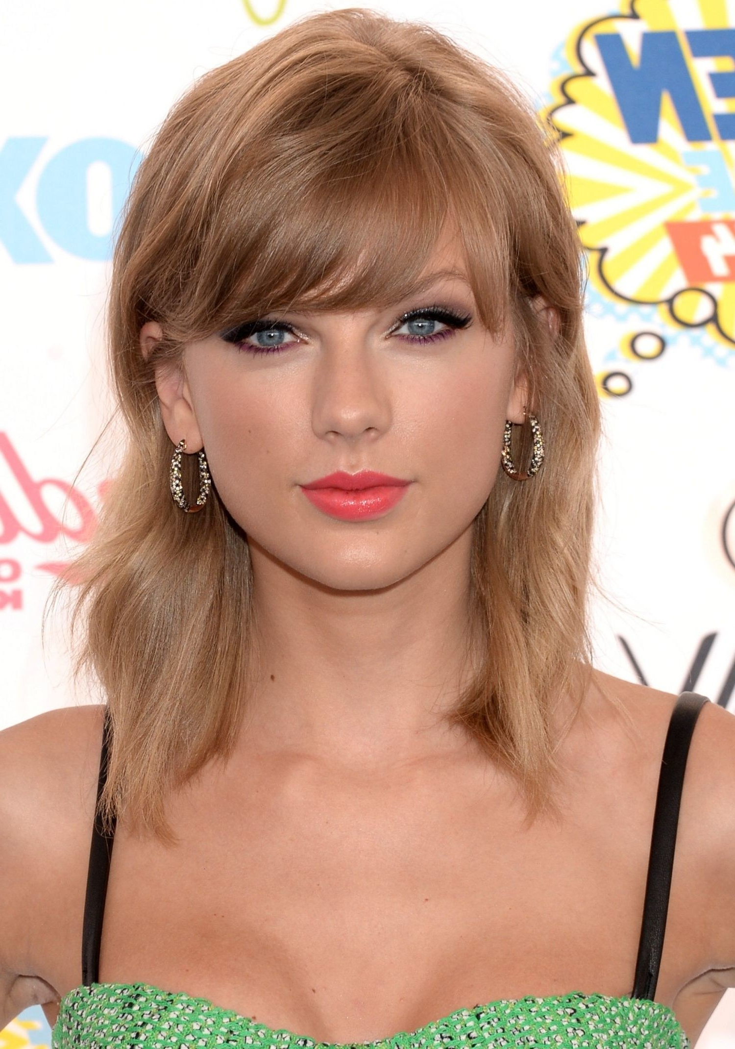 Taylor Swift Haircuts – 30 Taylor Swift's Signature Hairstyles Pertaining To Current Taylor Swift Medium Hairstyles (View 10 of 20)