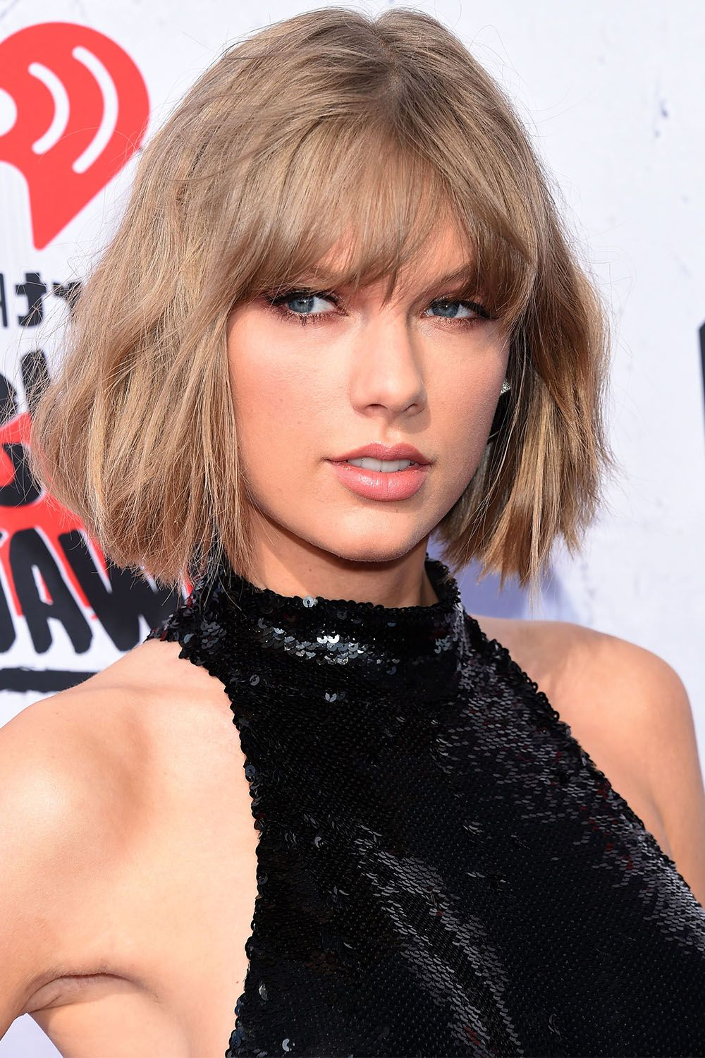 Taylor Swift Hairstyles – Taylor Swift's Curly, Straight, Short With Best And Newest Taylor Swift Medium Hairstyles (View 13 of 20)
