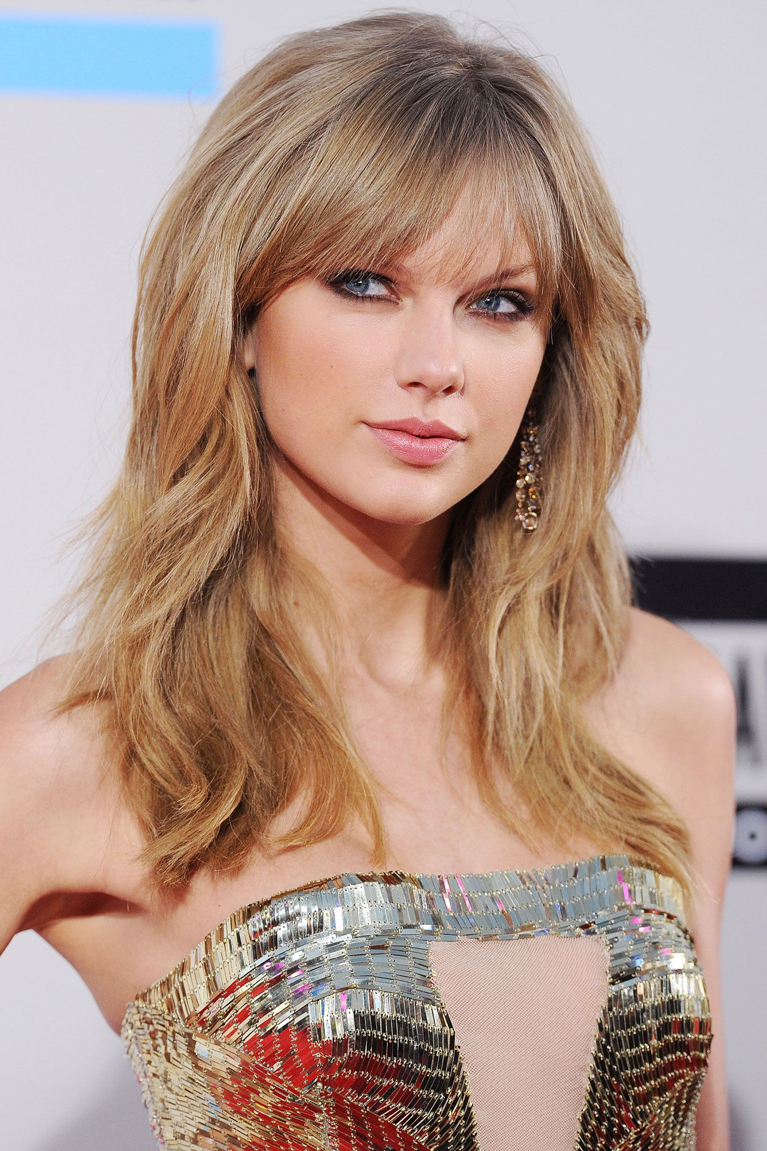 Taylor Swift Hairstyles – Taylor Swift's Curly, Straight, Short With Latest Taylor Swift Medium Hairstyles (View 14 of 20)