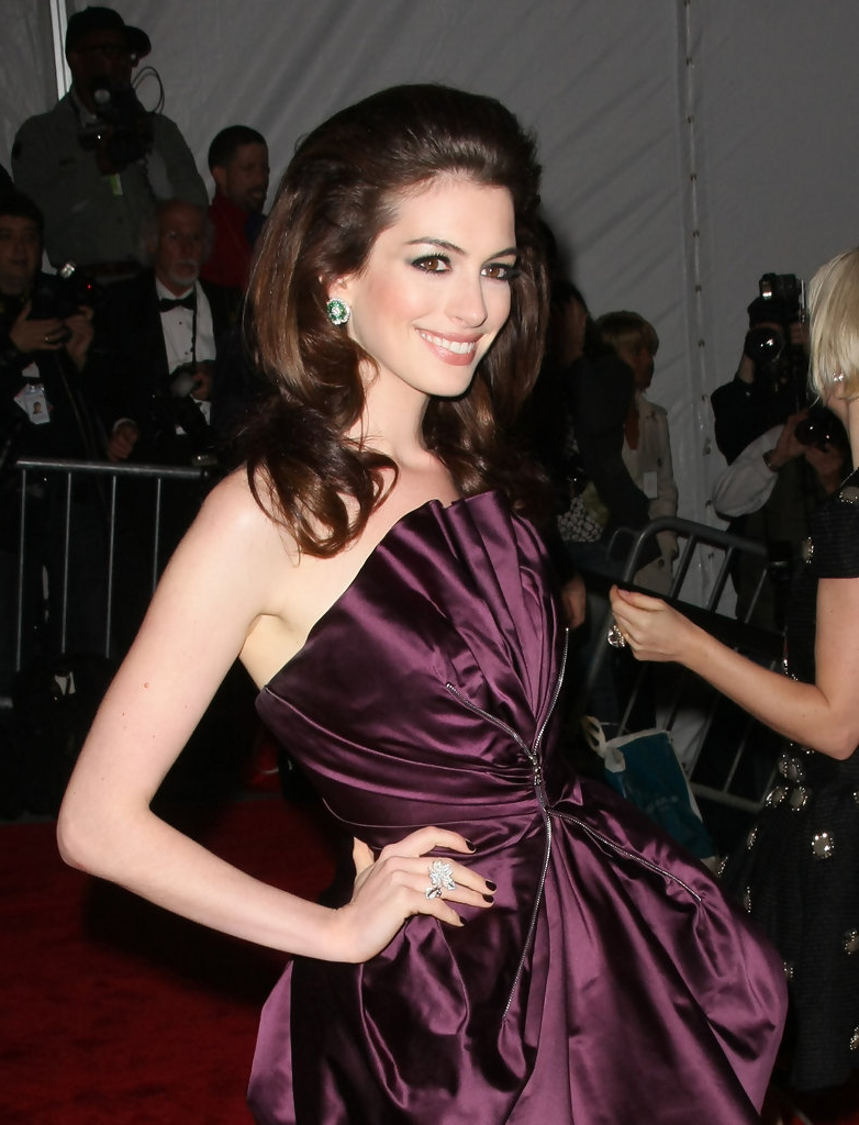 Trendy Anne Hathaway Medium Hairstyles Pertaining To Anne Hathaway Shoulder Length Hairstyles – Anne Hathaway Hair (View 18 of 20)