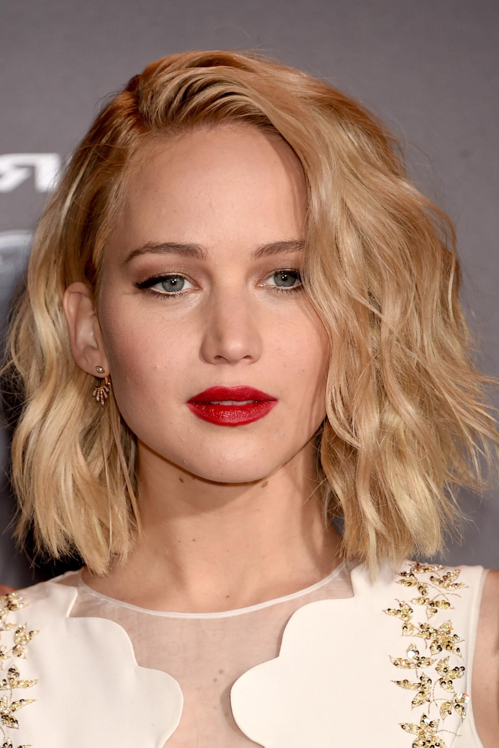 Trendy Jennifer Lawrence Medium Hairstyles In 8 Times Jennifer Lawrence Killed The Beauty Game On Her Hunger Games (View 18 of 20)