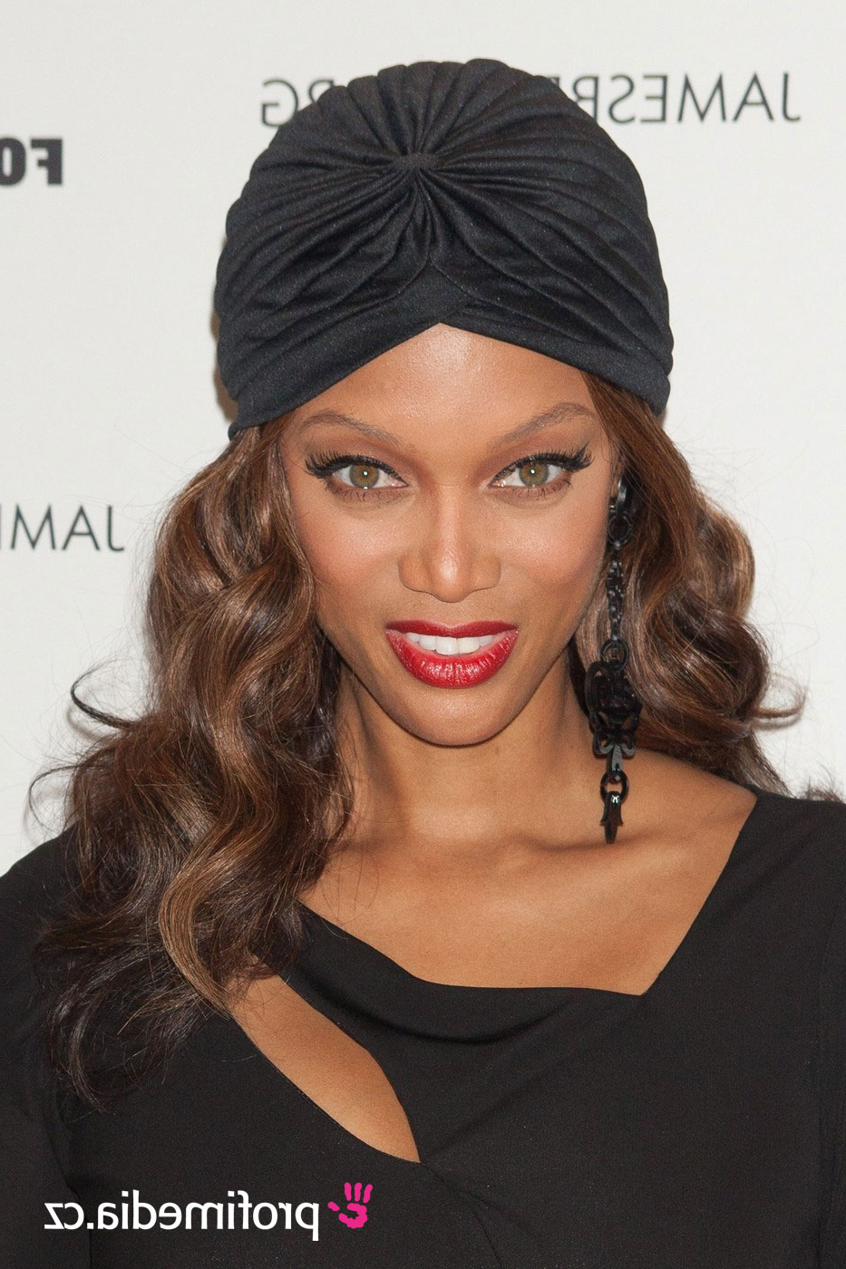 Tyra Banks – – Hairstyle – Easyhairstyler For Famous Tyra Banks Medium Hairstyles (View 16 of 20)