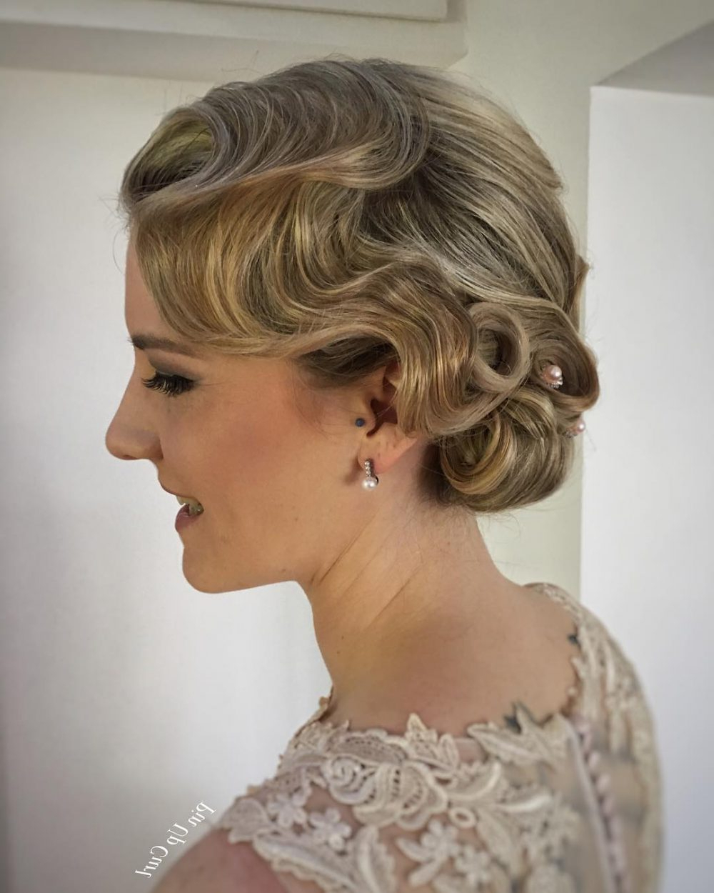 Featured Photo of Twenties Medium Hairstyles