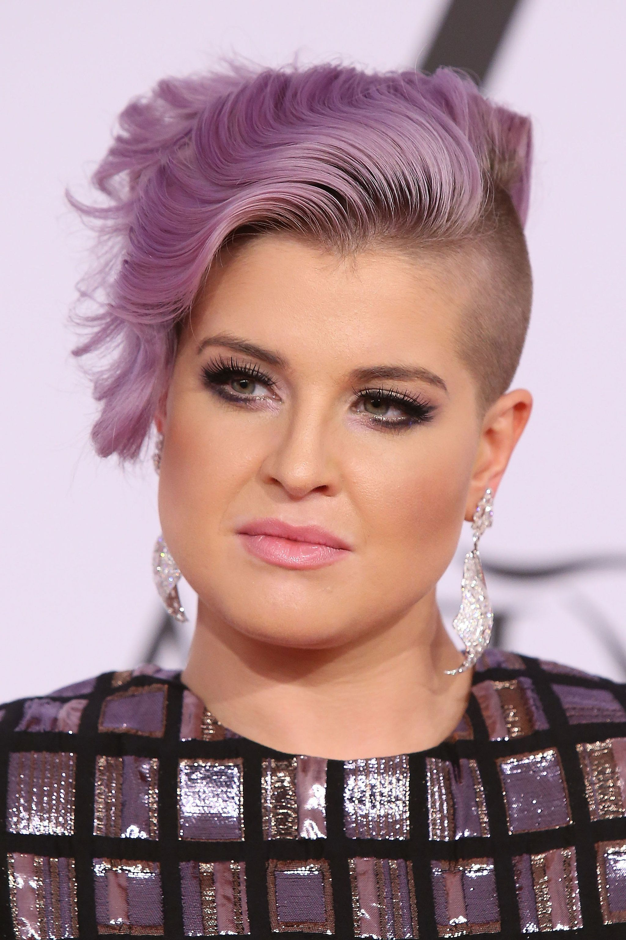 Well Known Kelly Osbourne Medium Haircuts With Regard To Kelly Osbourne (View 20 of 20)