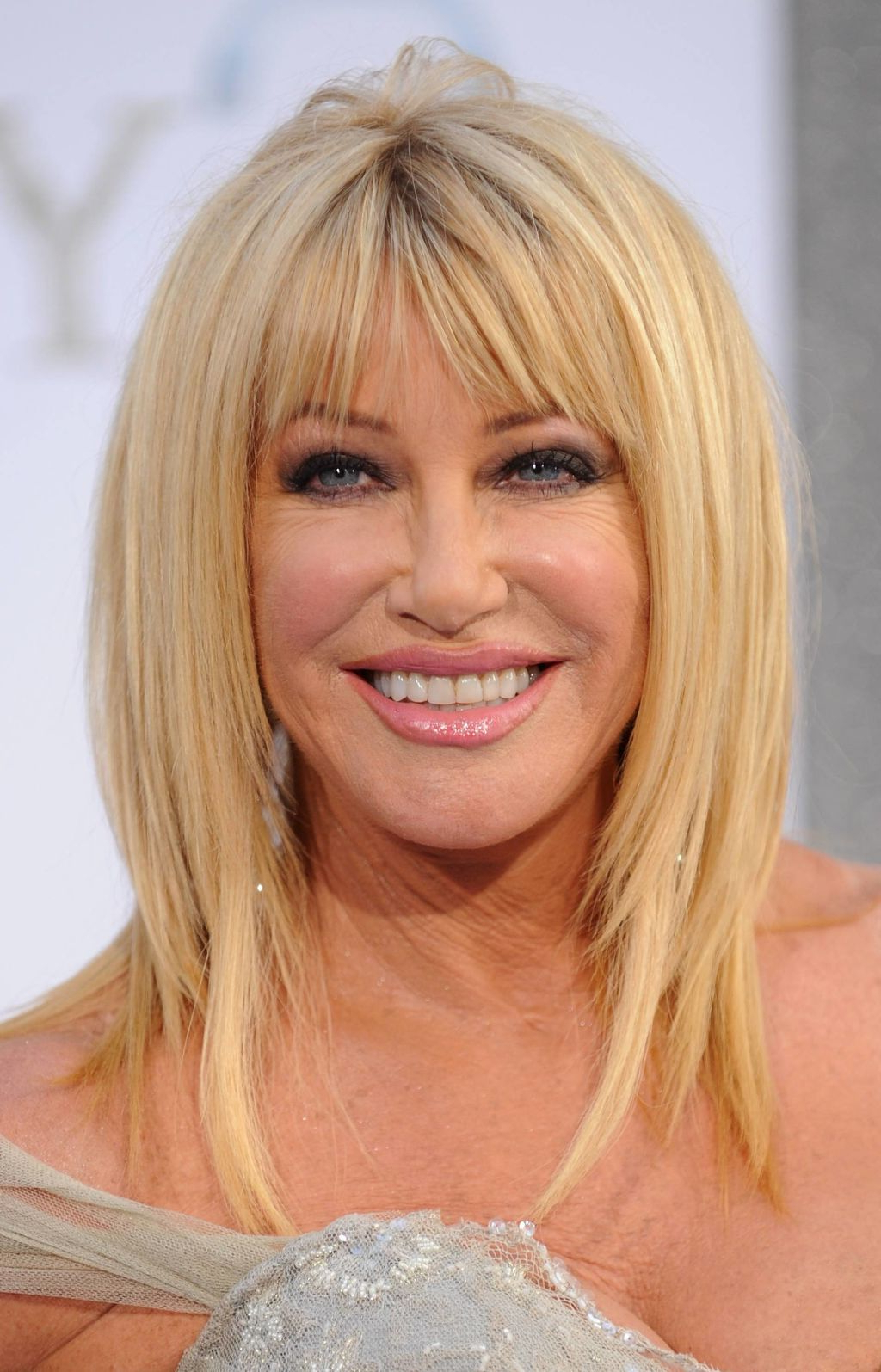 Well Known Layered Medium Hairstyles With Bangs With Medium Hairstyle : Medium Length Layered Haircuts With Bangs (View 14 of 20)