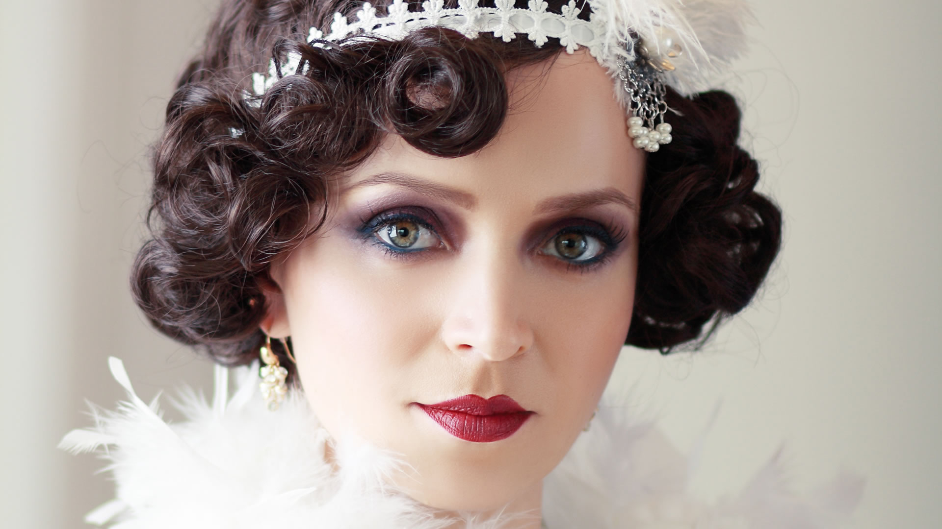 Well Liked Flapper Girl Medium Hairstyles Throughout 25 Flirty Flapper Hairstyles For The Best Vintage Glam Looks (View 20 of 20)