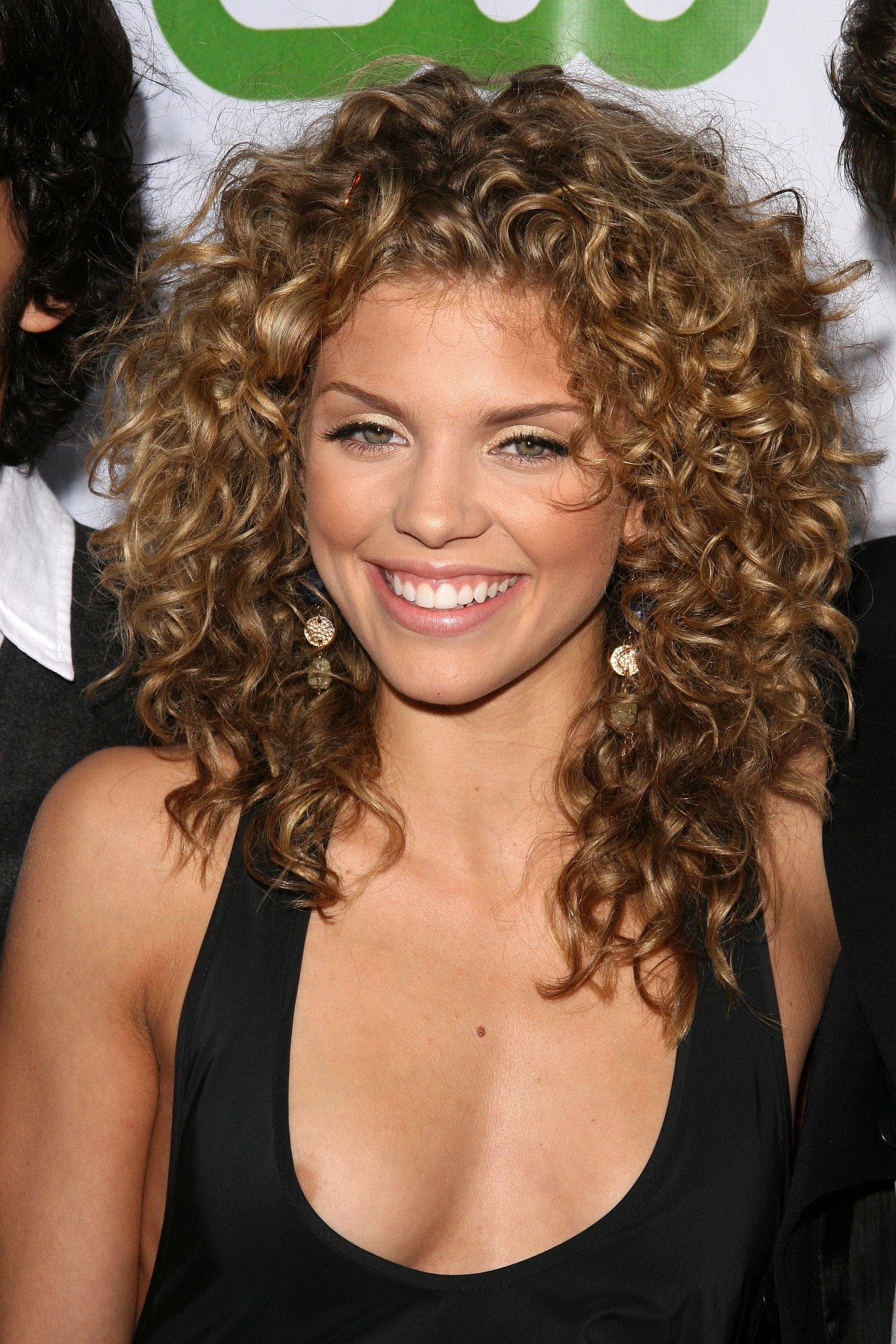 2020 Popular Medium Haircuts For Naturally Curly Hair And Round Face