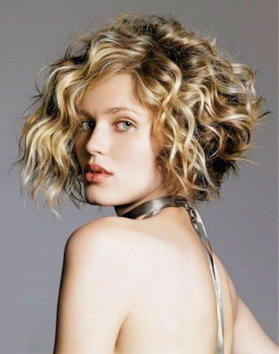 Widely Used Layered Wavy Lob Hairstyles With Regard To 21 Stylish And Glamorous Curly Bob Hairstyle For Women – Haircuts (View 20 of 20)