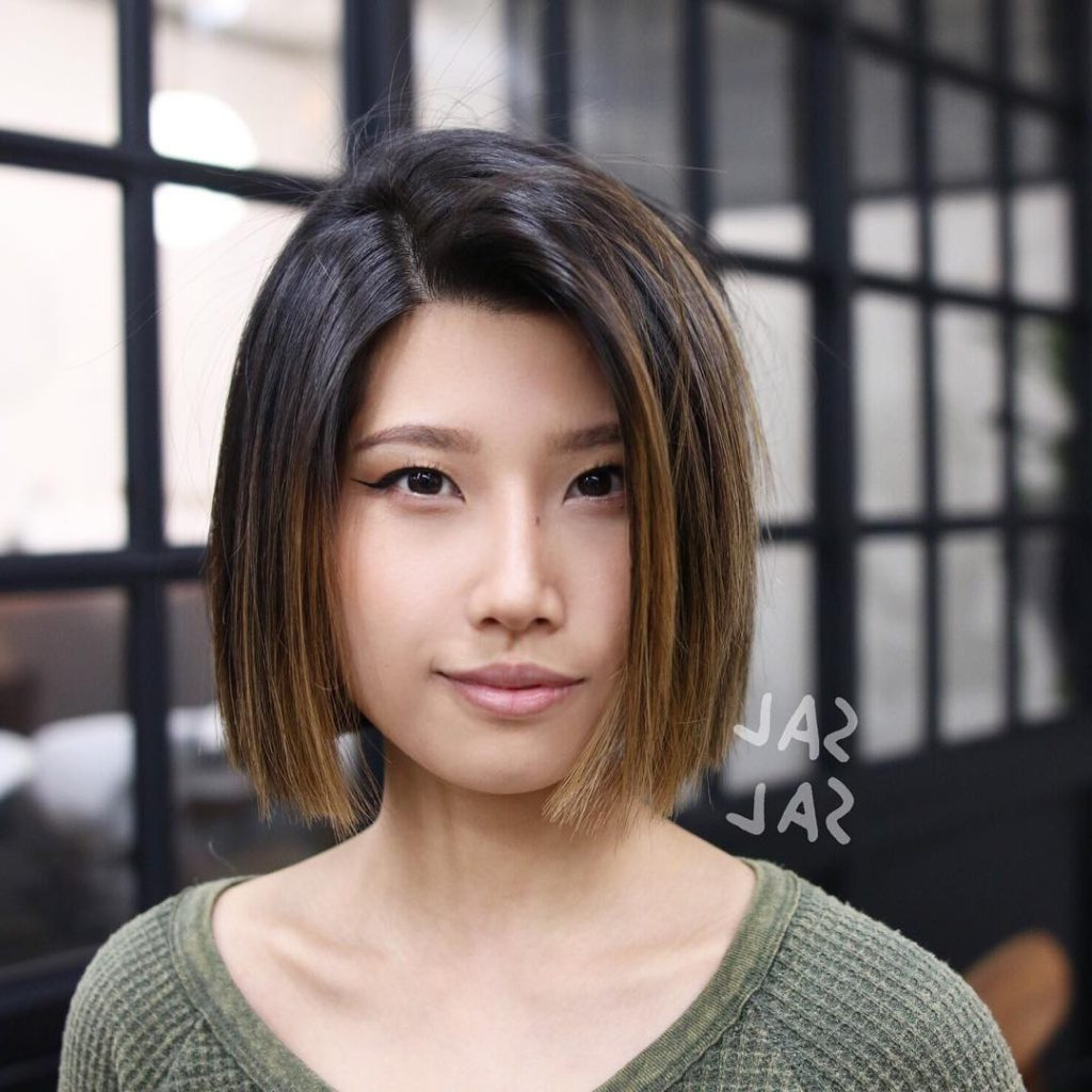 Women's Blunt Cut Bob With Textured Ends And Brunette Balayage With Regard To Preferred Blunt Medium Haircuts (View 20 of 20)